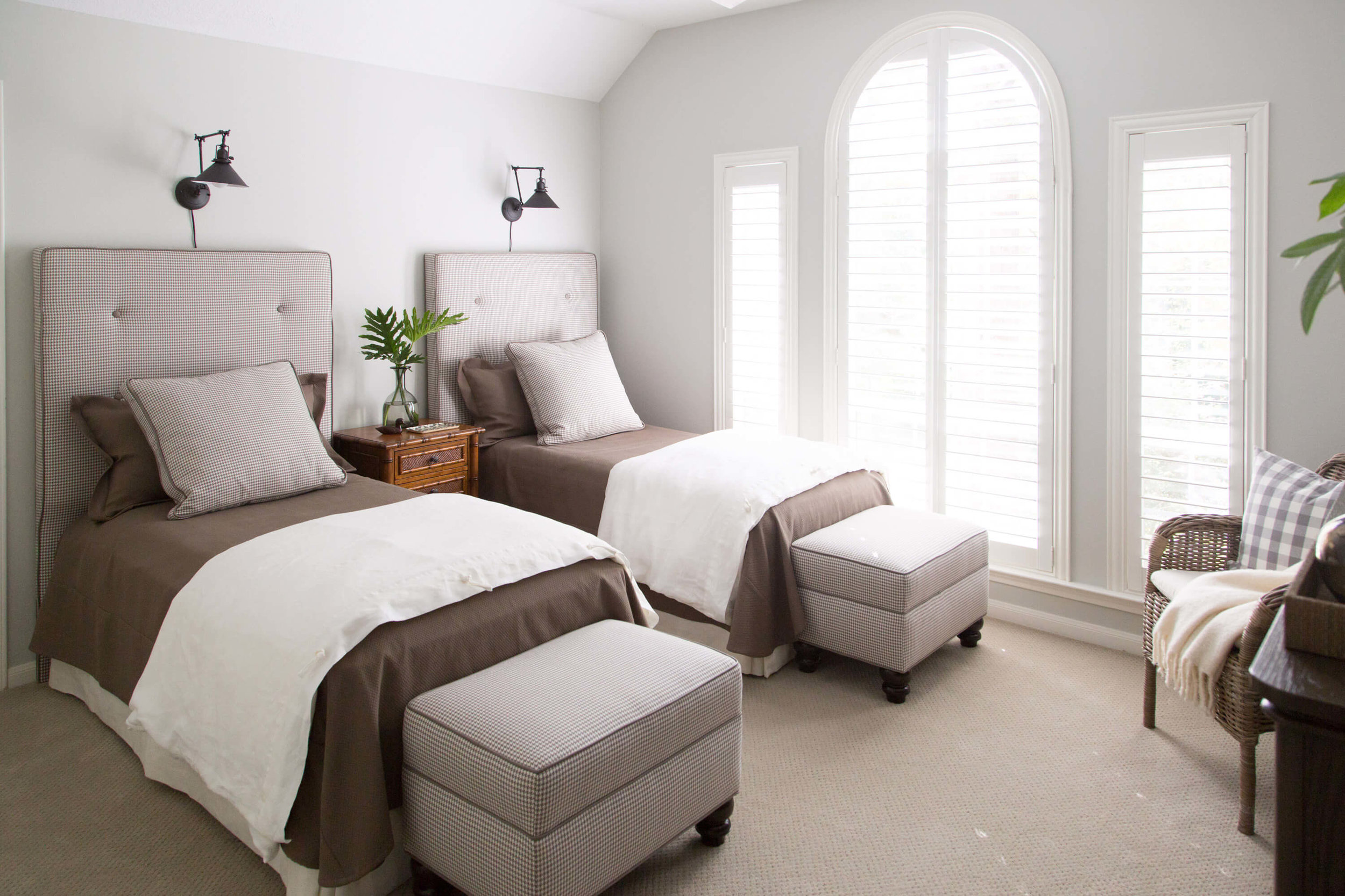 What gray paint color is best? Here are my favorites.....Twin bed guest room painted Sherwin Williams Conservative Gray | Designer: Carla Aston, Photographer: Tori Aston #conservativegray #paintcolors