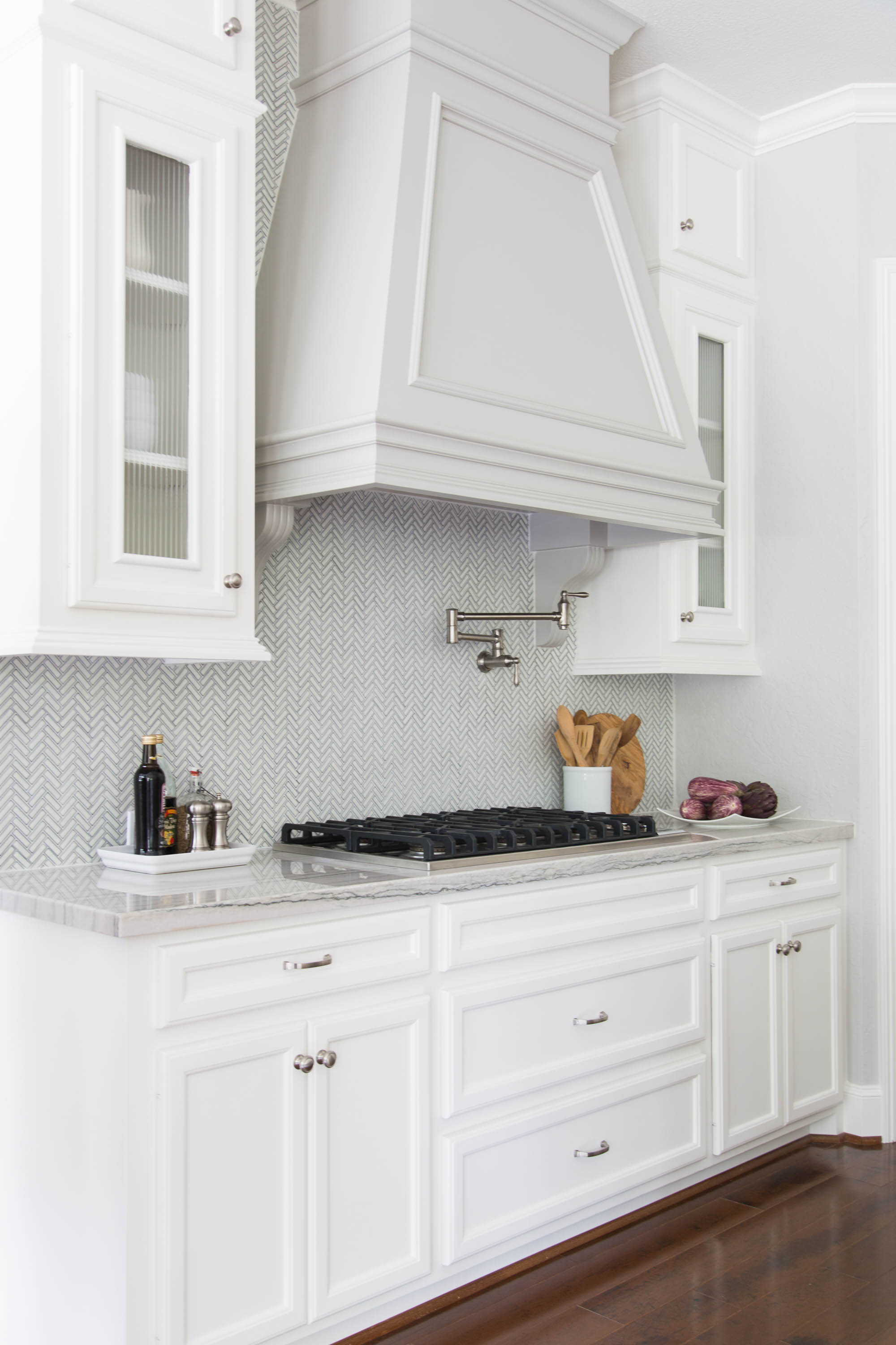 No side backsplash needed, tile dies on inside corner |  Kitchen Remodel , Designer: Carla Aston, Photographer: Tori Aston #tilebacksplash #sidesplash
