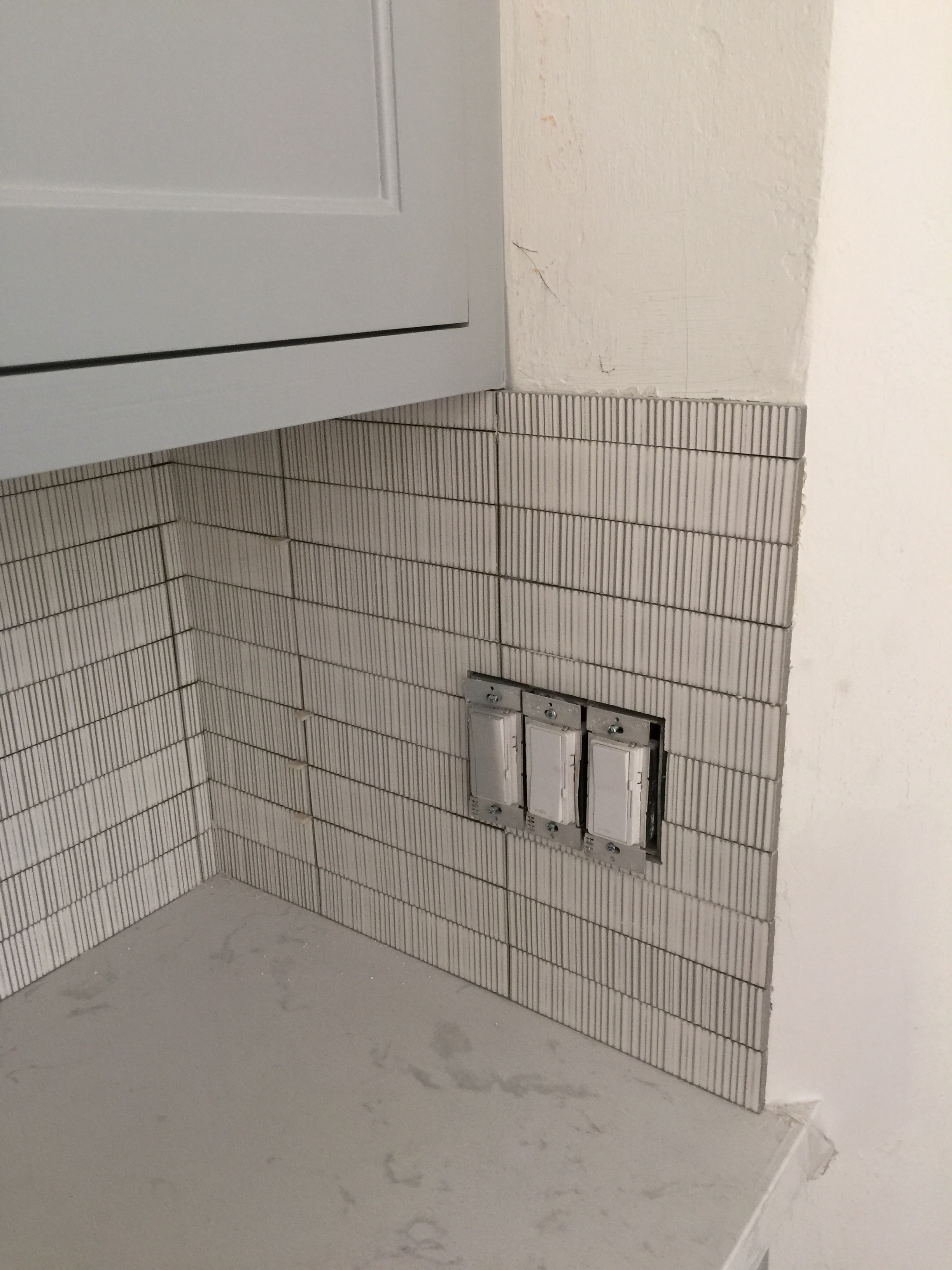 This side backsplash was ripped out on one of my jobs. The tile installer went a little crazy wrapping the corner and didn't look at my specs. :-(  #tilebacksplash #sidesplash
