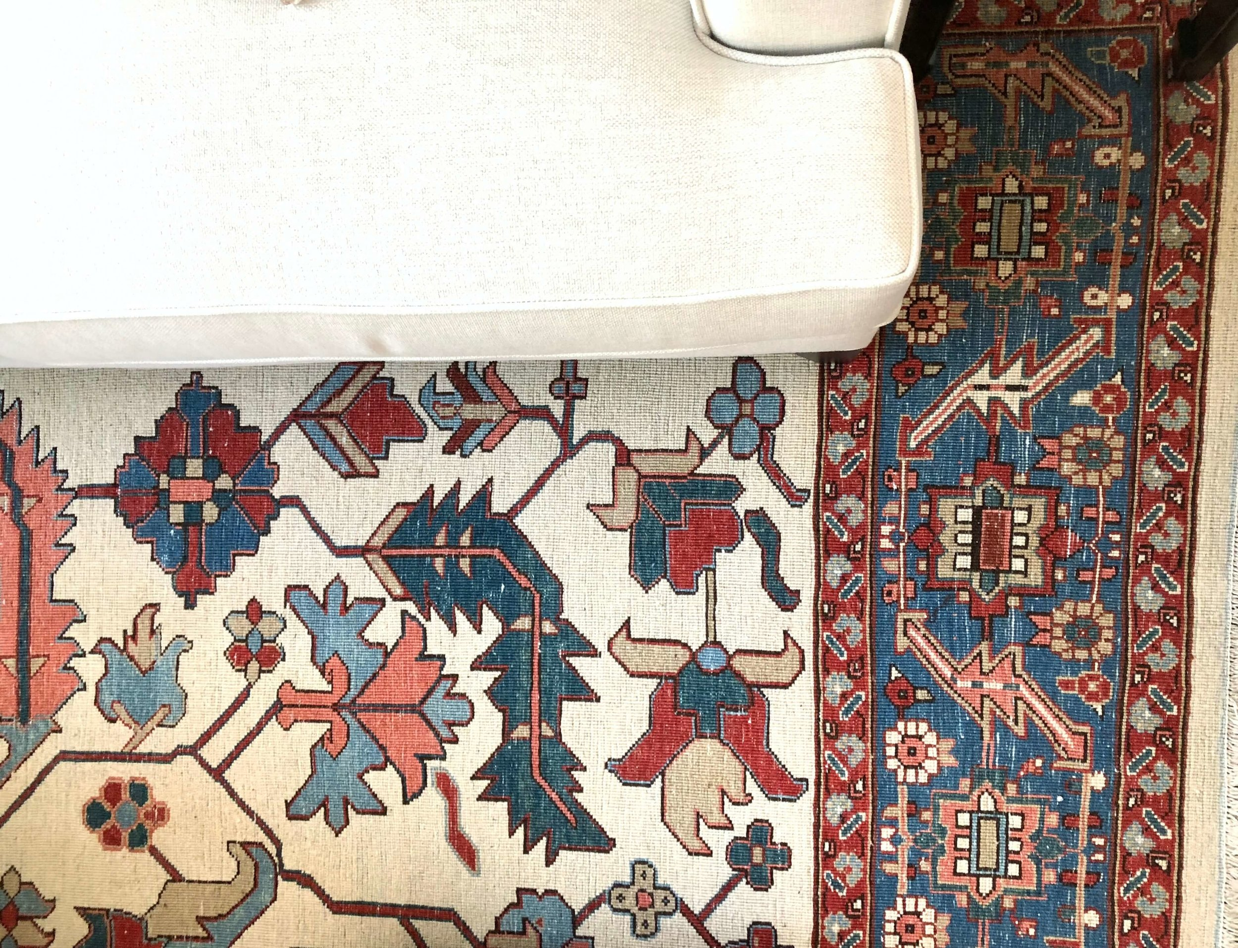 DECORATING TRICK to tone down brightly colored rugs Love the slightly distressed look of the back side of this rug | #rugs #orientalrug