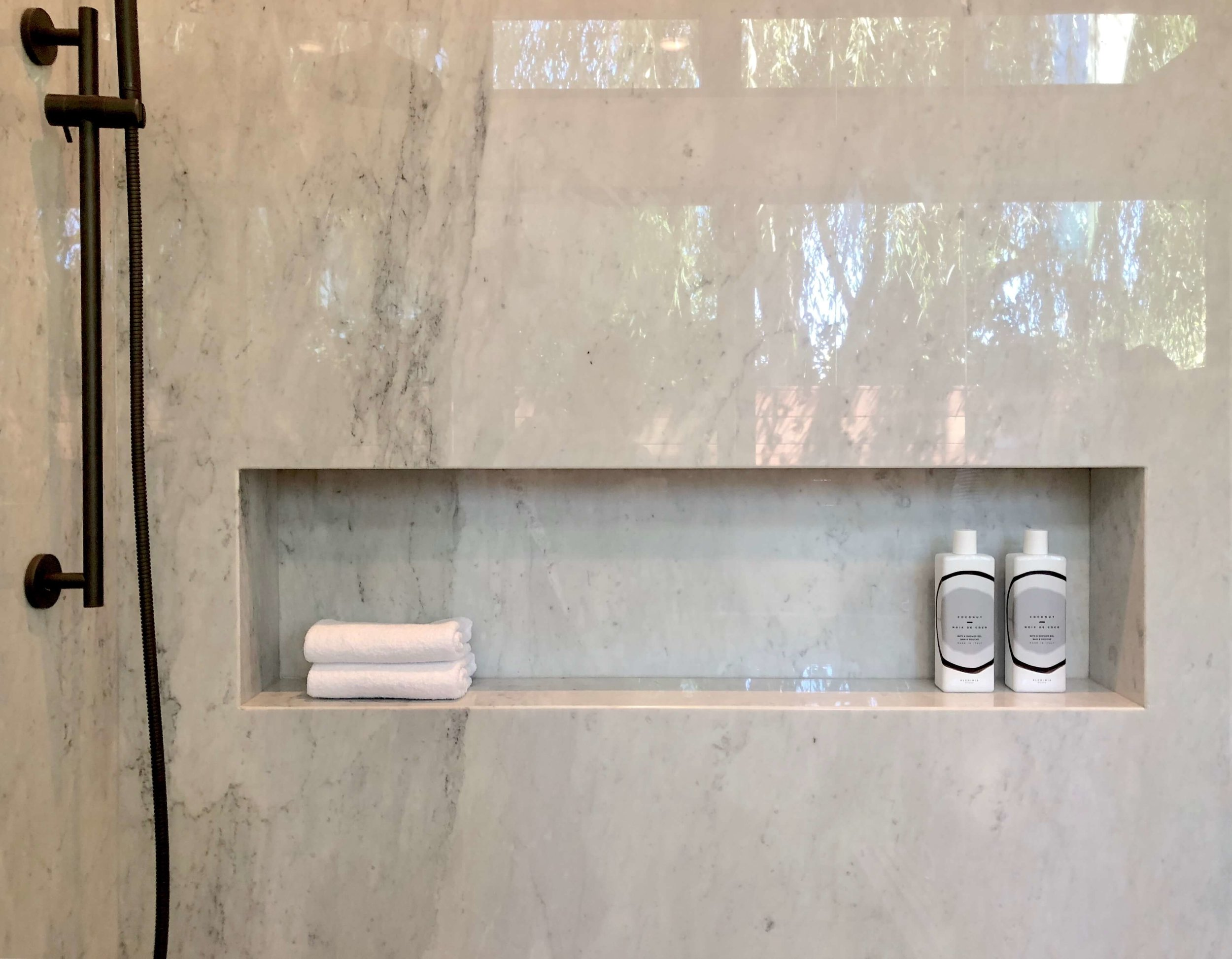 Master bath shampoo niche in California contemporary home, Dwell on Design's Fall Home Tour, Designer: Vitus Matare #bathroomideas #bathroomdesign