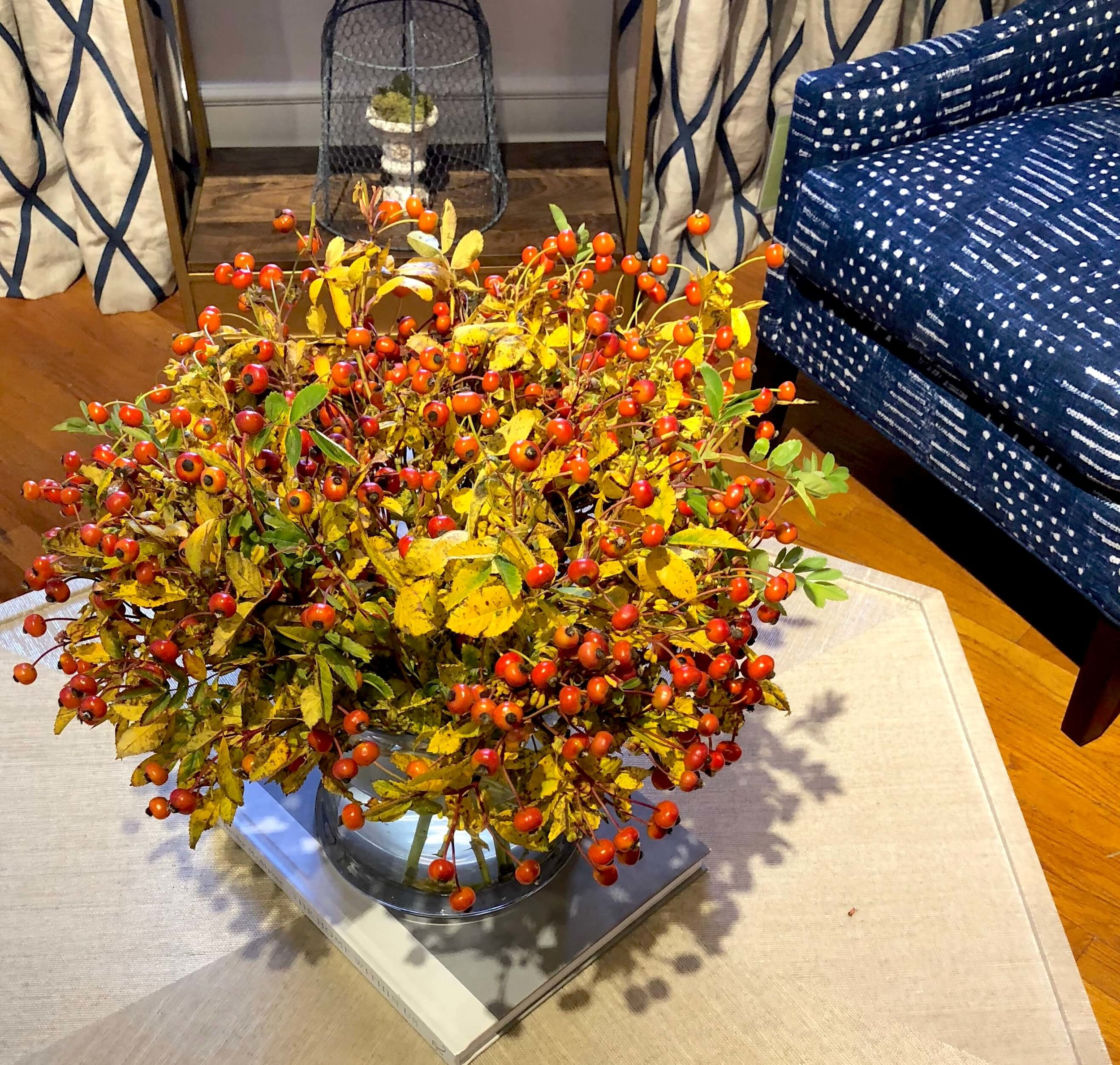 Fall floral arrangement in the Thibaut showroom | #floralarrangement #fallflowers #falldecor #falltabletop