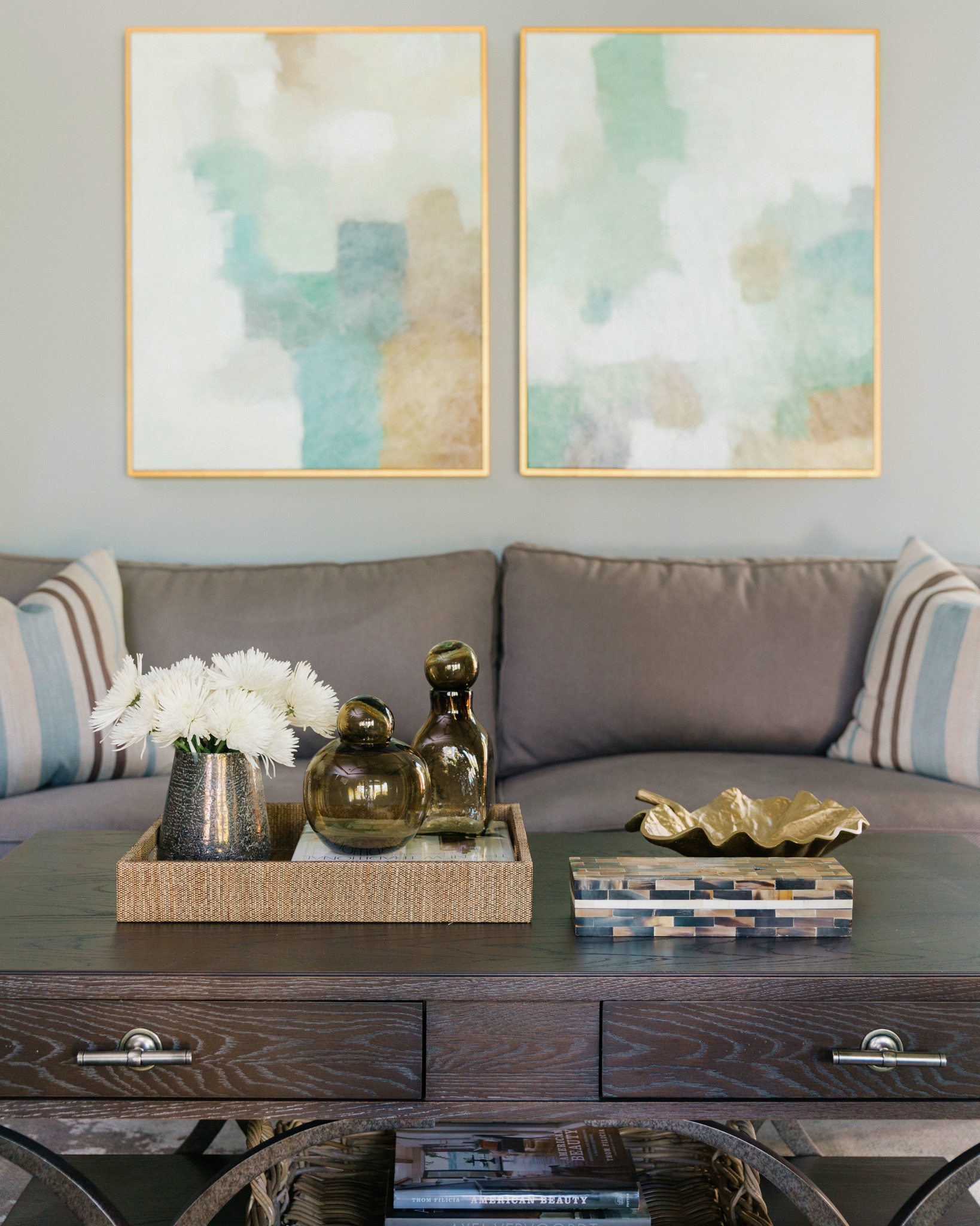 Project Reveal - Family room, backyard oasis, breakfast room | Carla Aston, Designer | Colleen Scott, Photographer |#familyroom #familyroomideas #coffeetablestyling