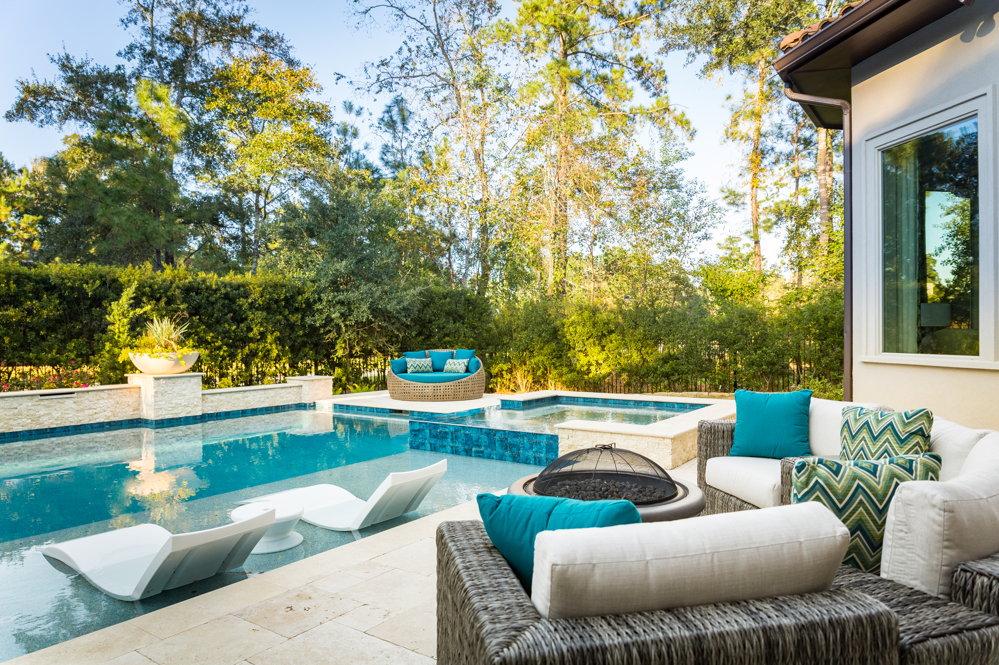 Project Reveal - Family room, backyard furnishings, breakfast room | Carla Aston, Designer | Colleen Scott, Photographer | #pool #backyard #patio #backyardoasis