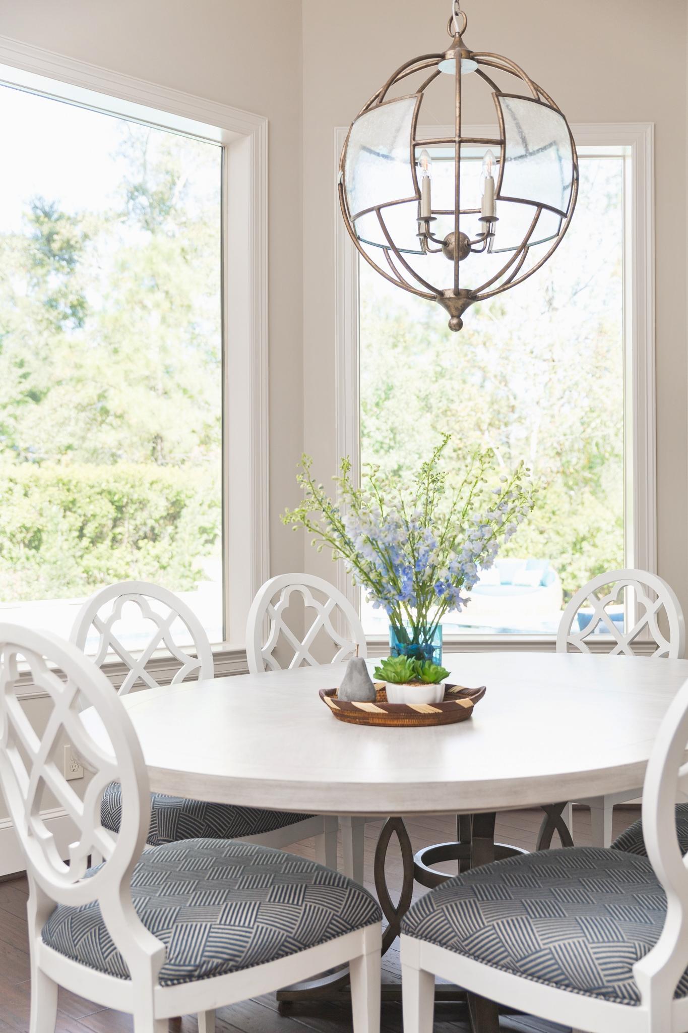 Project Reveal - Family room, backyard oasis, breakfast room | Carla Aston, Designer | Colleen Scott, Photographer | #breakfastroom #breakfastroomideas #diningtable