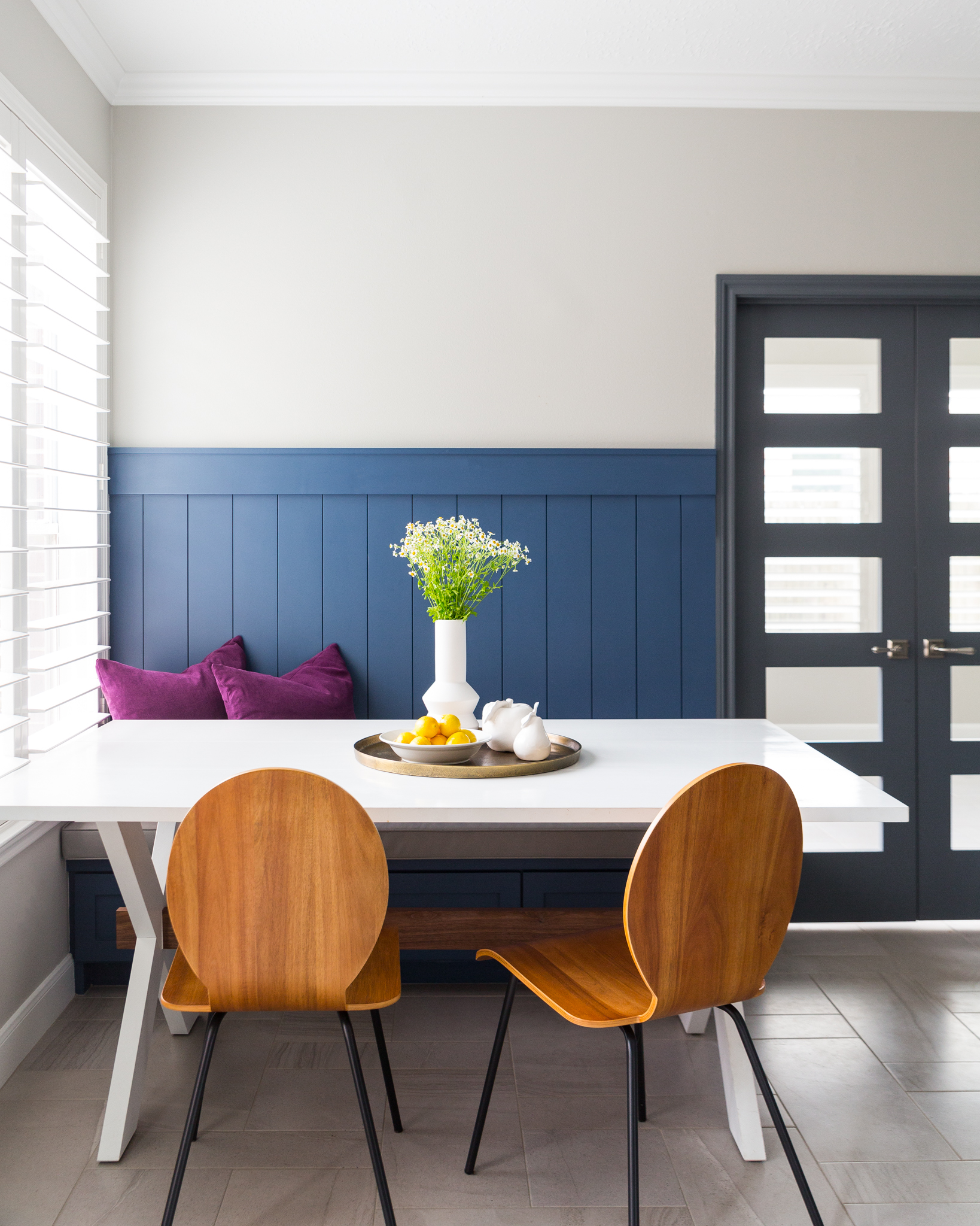 BEFORE AND AFTER - A navy and white kitchen remodel w/ built in breakfast nook | Carla Aston, Designer | Colleen Scott, Photographer #banquette #shiplap #breakfastroom