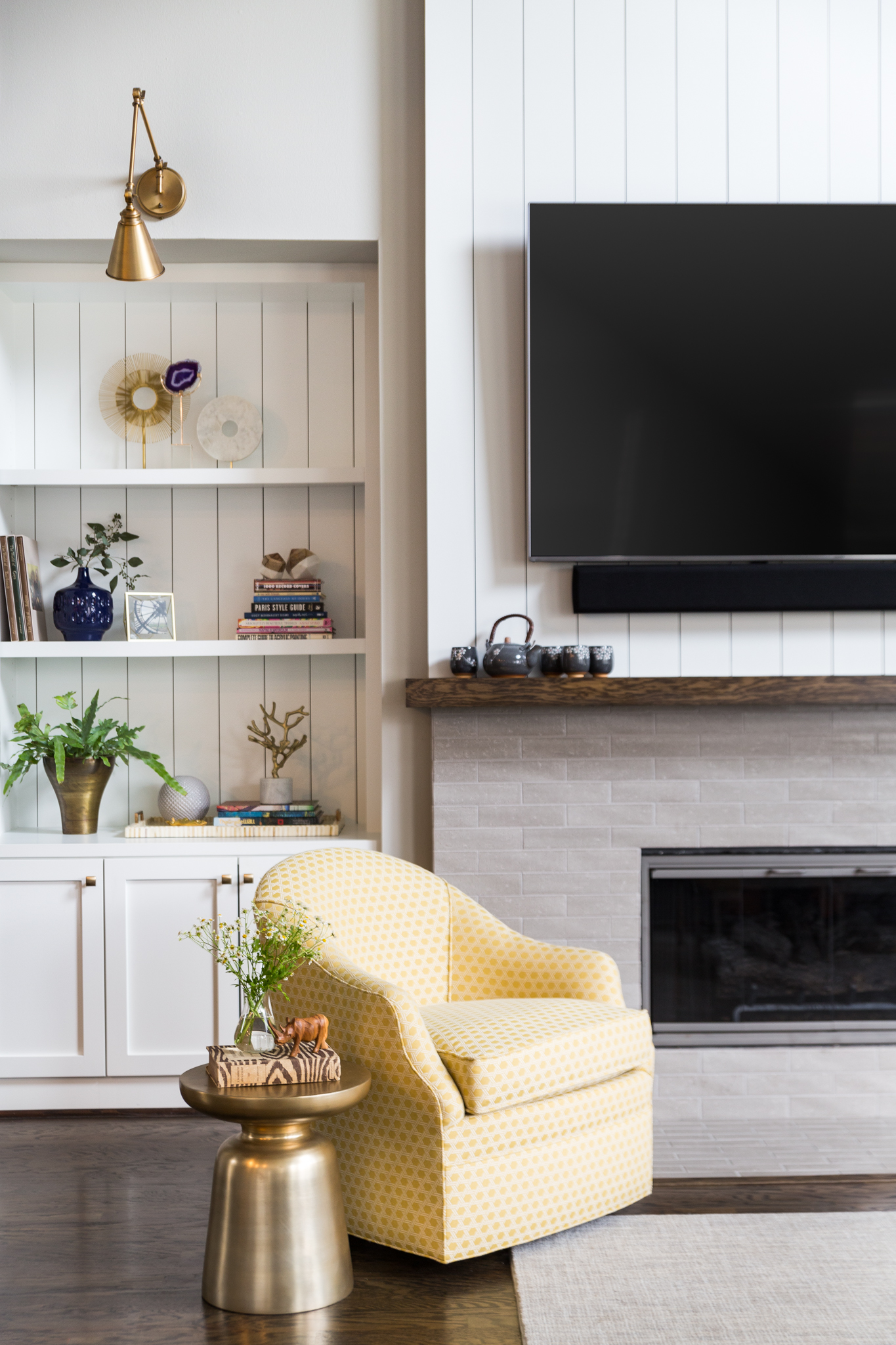 BEFORE AND AFTER - A Fresh, Light Family-Friendly Home Makeover | Carla Aston, Designer | Colleen Scott, Photographer #livingroom #livingroomideas #fireplace #tvplacement