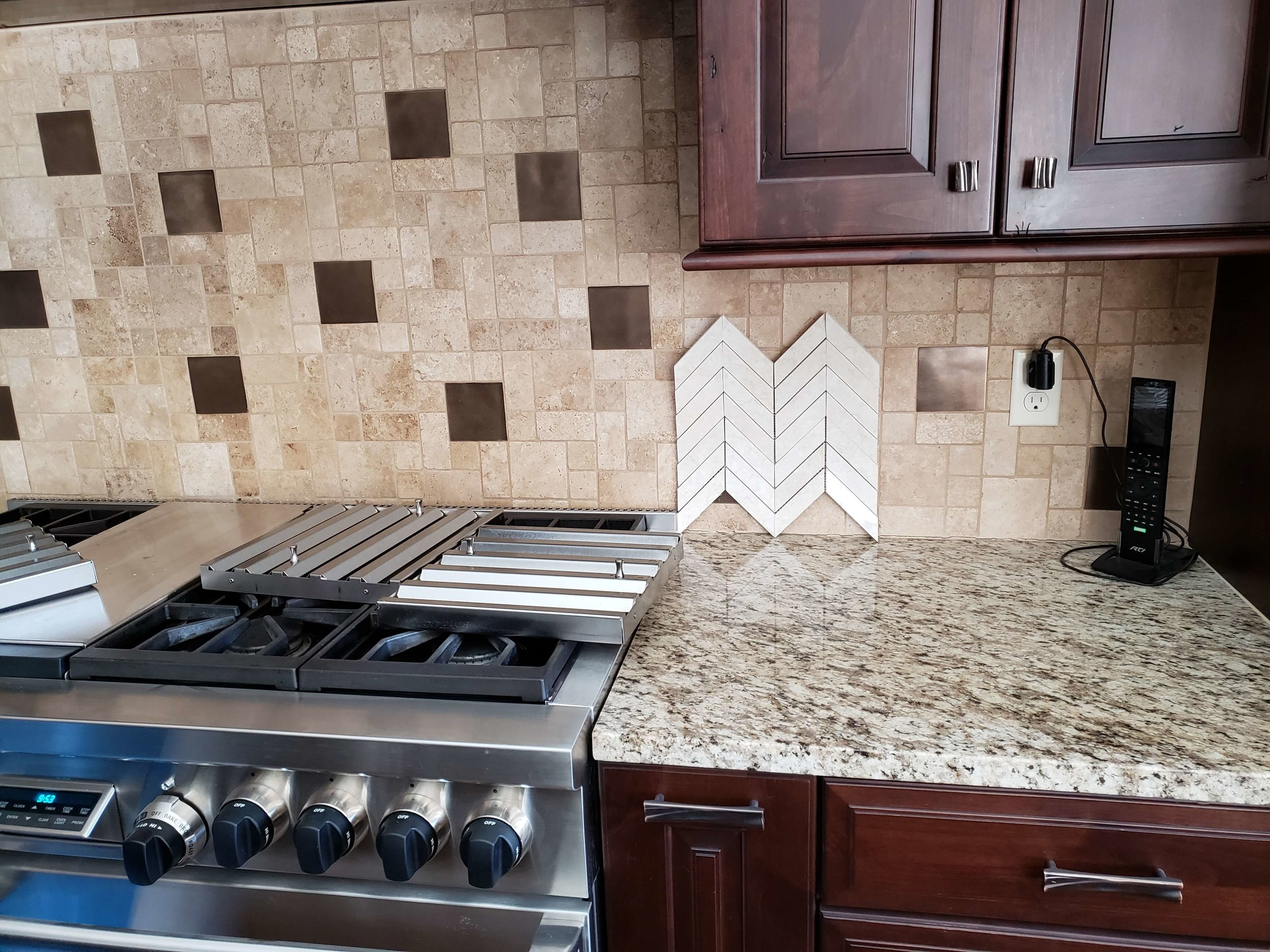 Backsplash Q and A - What tile backsplash would help update this kitchen?