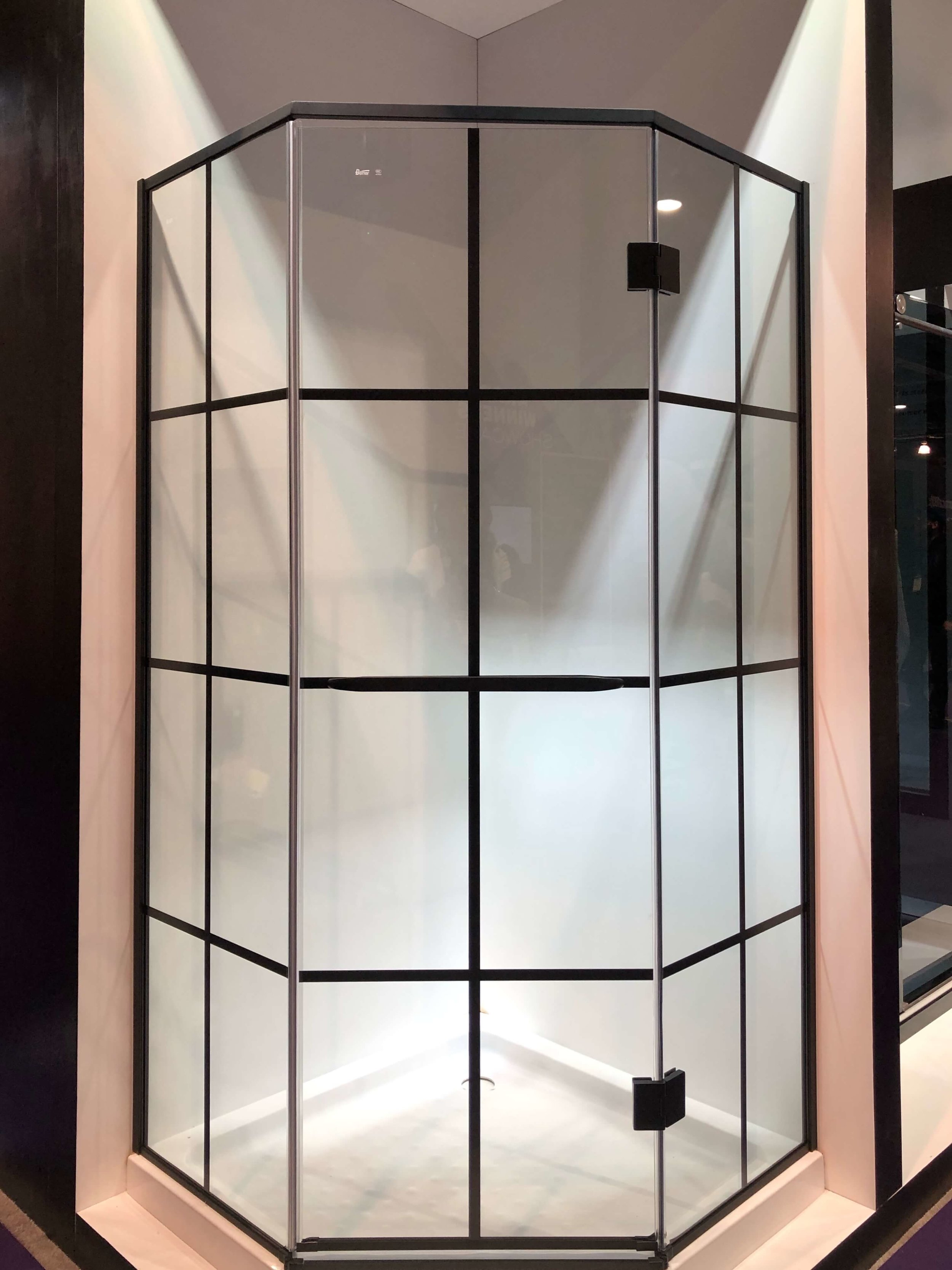 Shower enclosure with black grid from Dreamline | KBIS 2019 Surfaces Trends