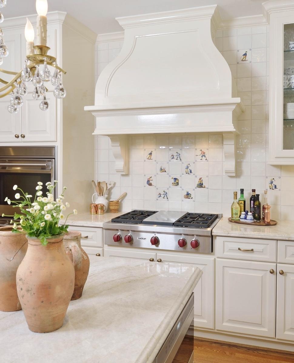 White painted kitchen in SW Creamy | Designer: Carla Aston, Photographer: Miro Dvorscak #whitepaint #whitepaintcolors