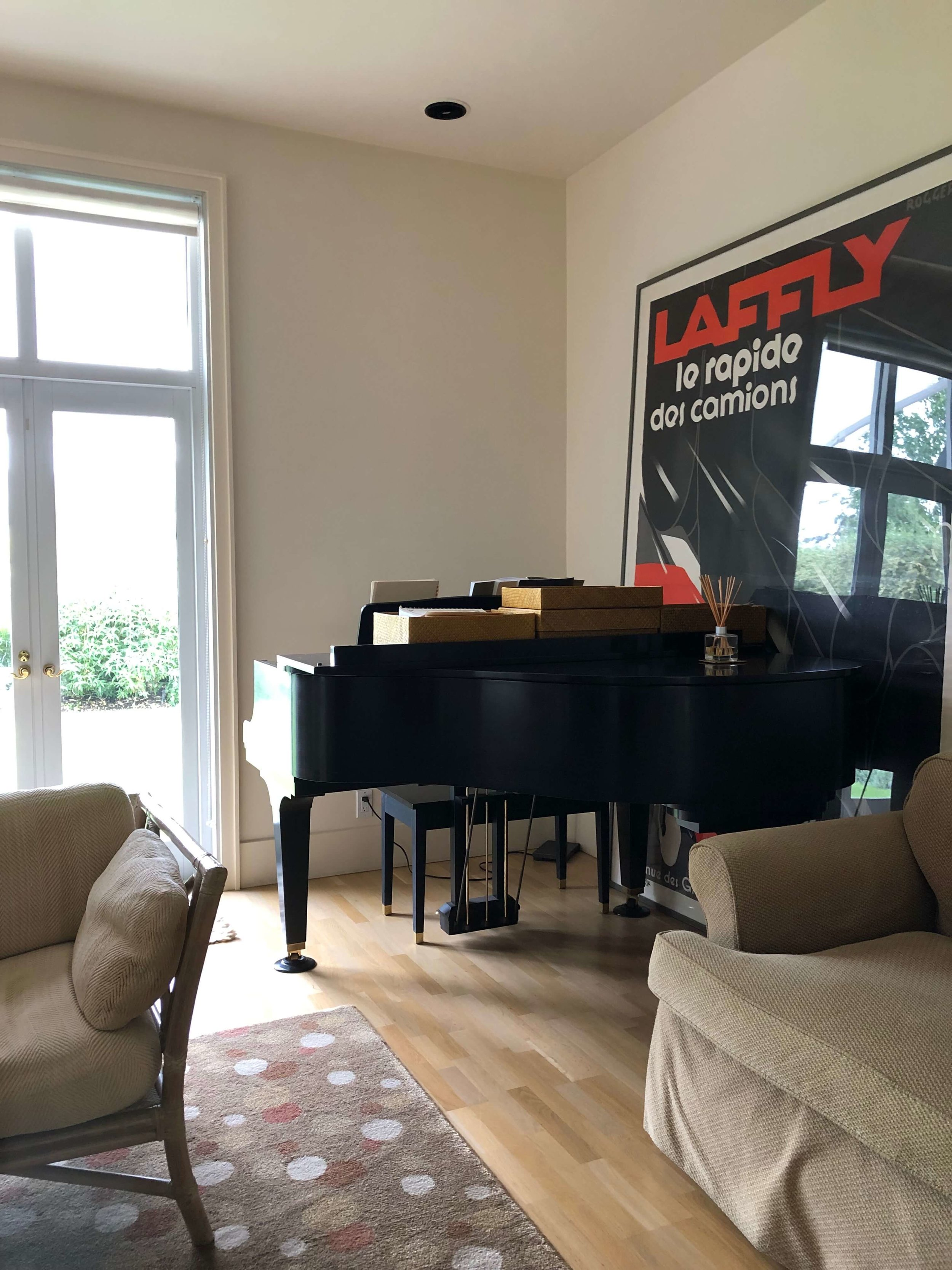 The baby grand in this Sonoma Valley Airbnb adds sophistiction to the European ambience in the living room. #airbnb #winecountry