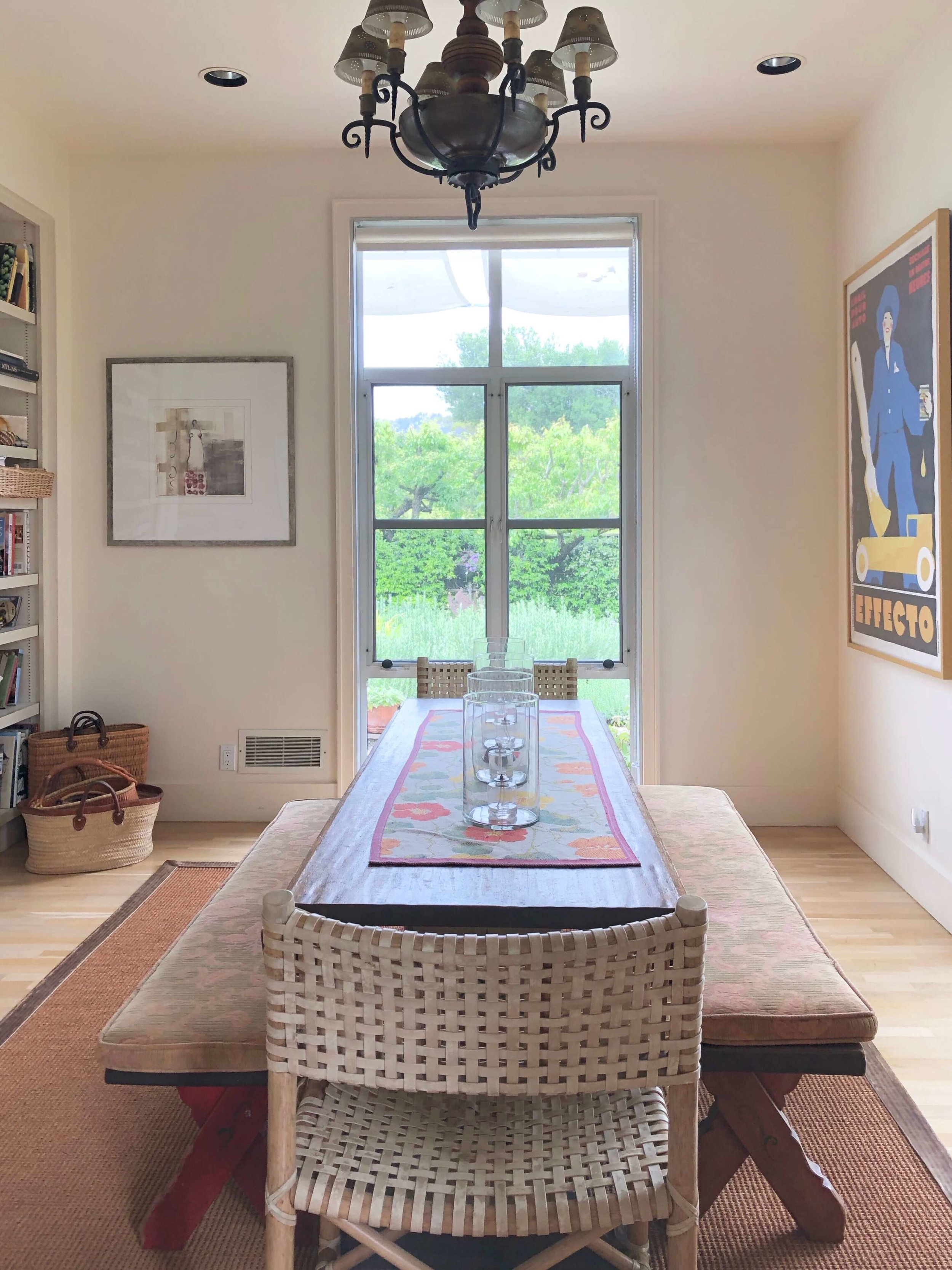 Vintage French posters create a European ambience in this Sonoma Valley Airbnb vacation rental dining room. #airbnb #winecountry #farmhousekitchen