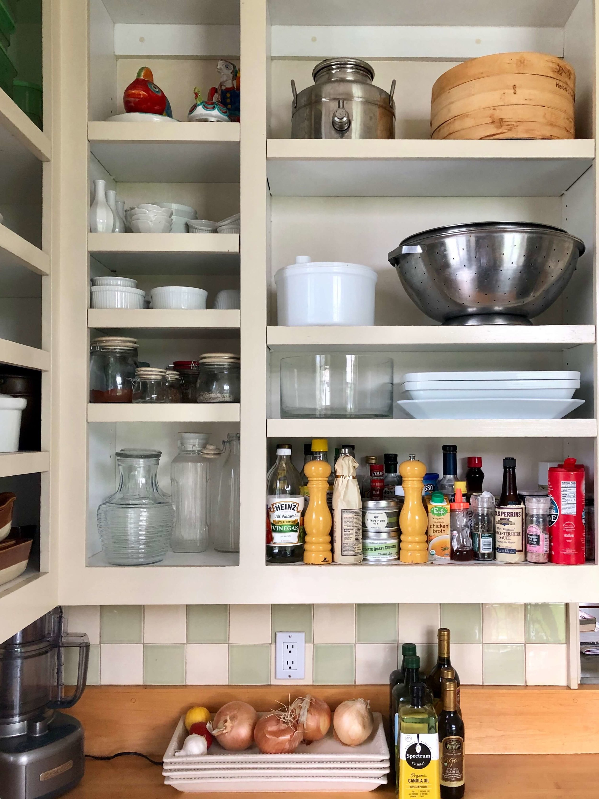 We loved cooking in this kitchen! Here is the open kitchen shelving with assorted spices and dishes in this Sonoma Valley Airbnb vacation rental. #airbnb #winecountry #farmhousekitchen