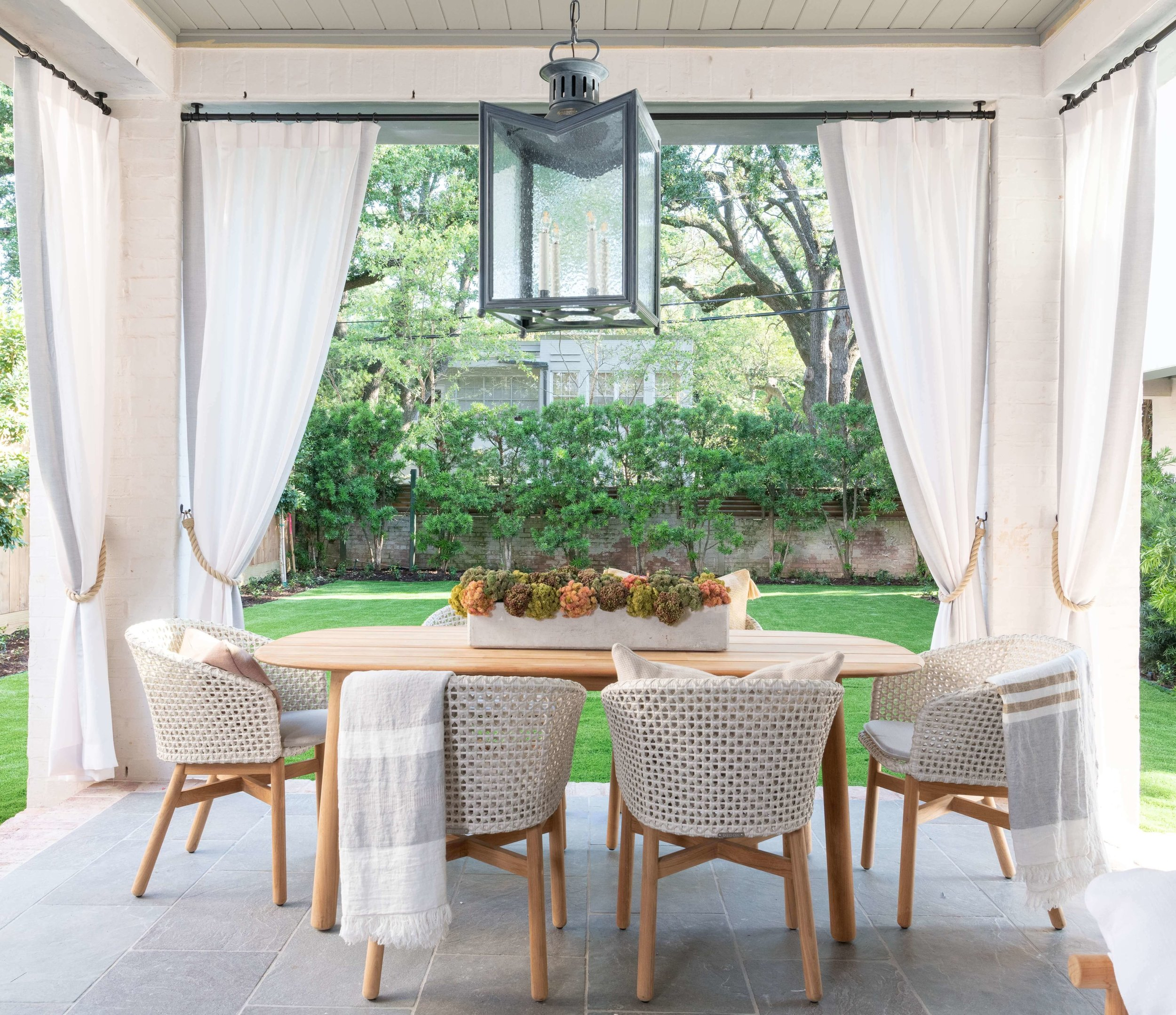 The outdoor living space, designed by Roxanne Wimmel of Wimmel Design + Construction, extended the living area of this ASID River Oaks Showhouse and made for a great place to entertain. Photographer - Michael Hunter #outdoorliving #outdoordining