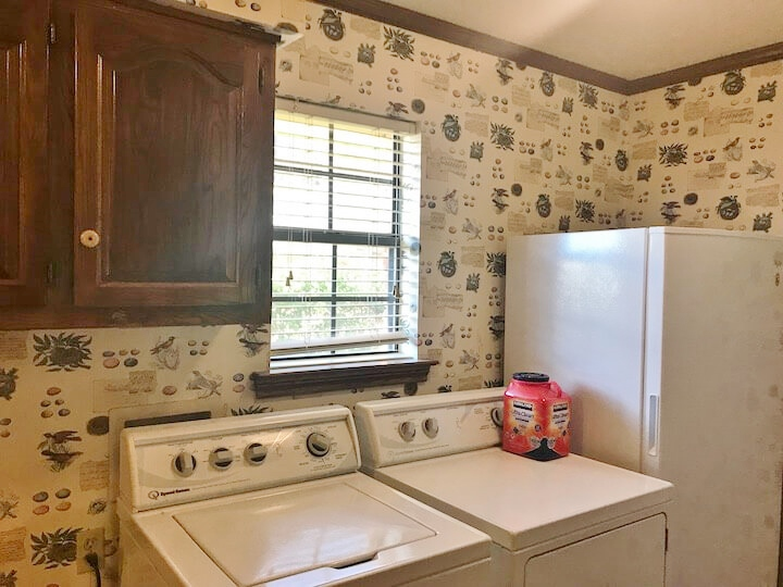 BEFORE PIC - Laundry room to be remodeled #laundryroom #laundryroomideas