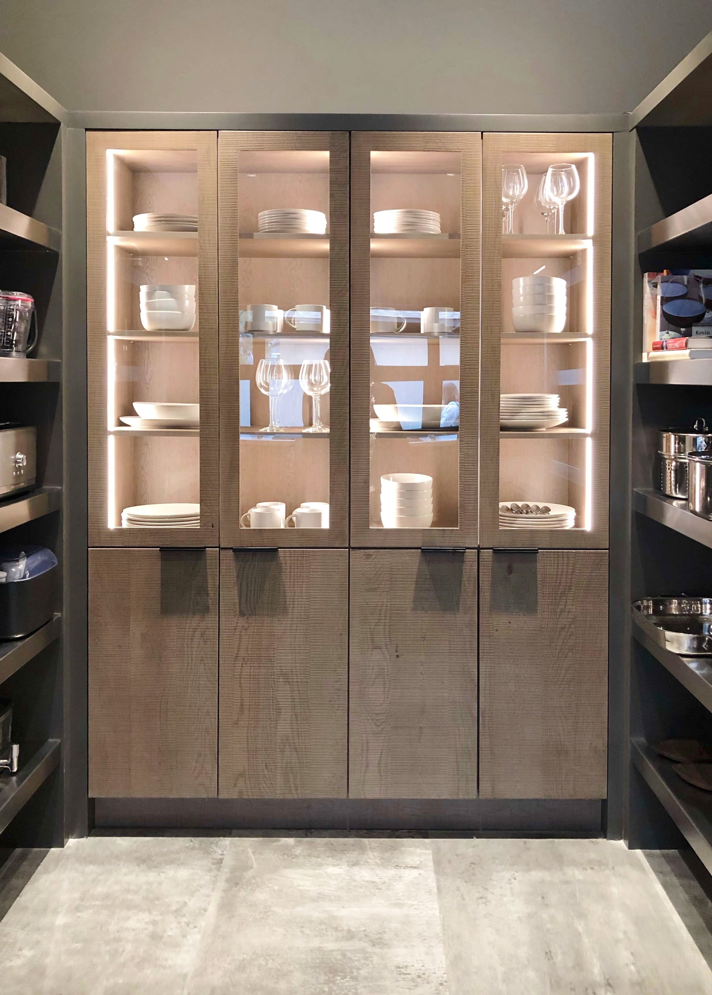 The large pantry with closed and open storage works for dishes, food, small appliances or cookware. The New American Remodel 2019 #hometour #cooktop #gaggenau #kitchen #contemporaryhome