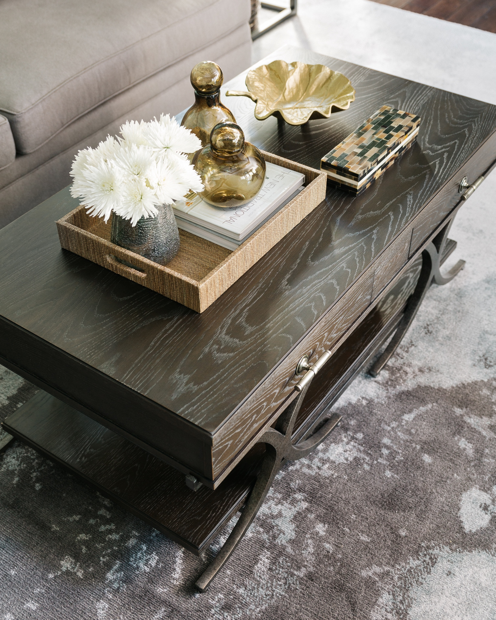 This coffee table has the right ingredients for styling…..fresh flowers, lovely books, a tray to corral, colored glass, a gilded bowl, and a pretty box. Carla Aston, Designer | Colleen Scott, Photographer #coffeetablestyling #coffeetable #coffeetablebooks