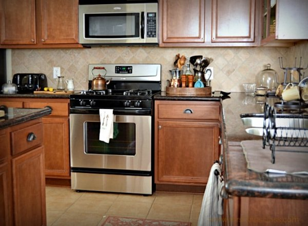 BEFORE - This homeowner was tired of her orange toned wood kitchen with beige tile floor and backsplash. She wanted something fresher and more updated looking.