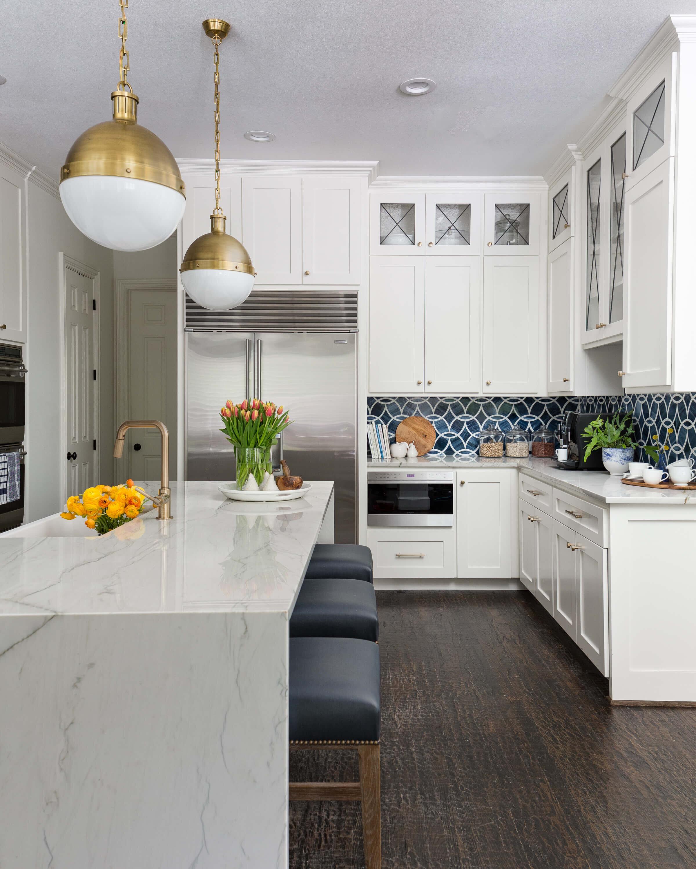AFTER - White kitchen painted in Sherwin Williams Alabaster, a soft white. Carla Aston, Designer | Colleen Scott, Photographer #whitekitchen #paintcolors #choosingpaint