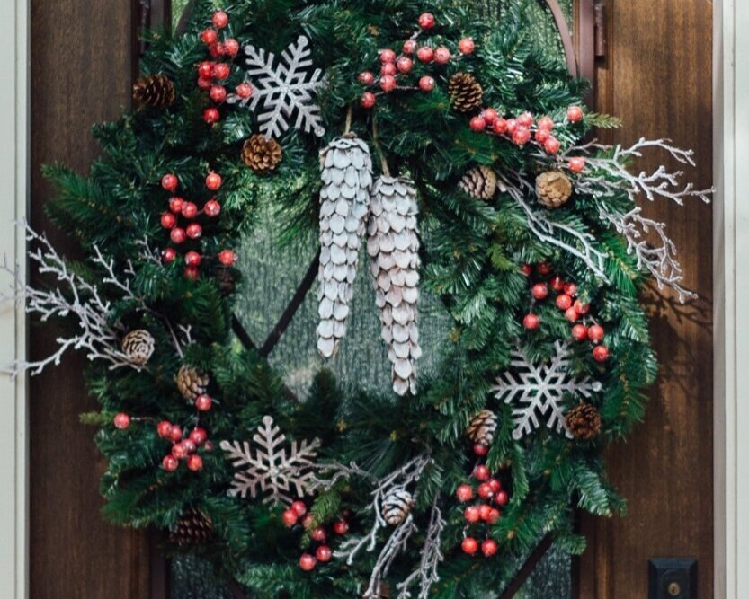 Holiday front door wreath | #wreath #christmas #holidaydecor