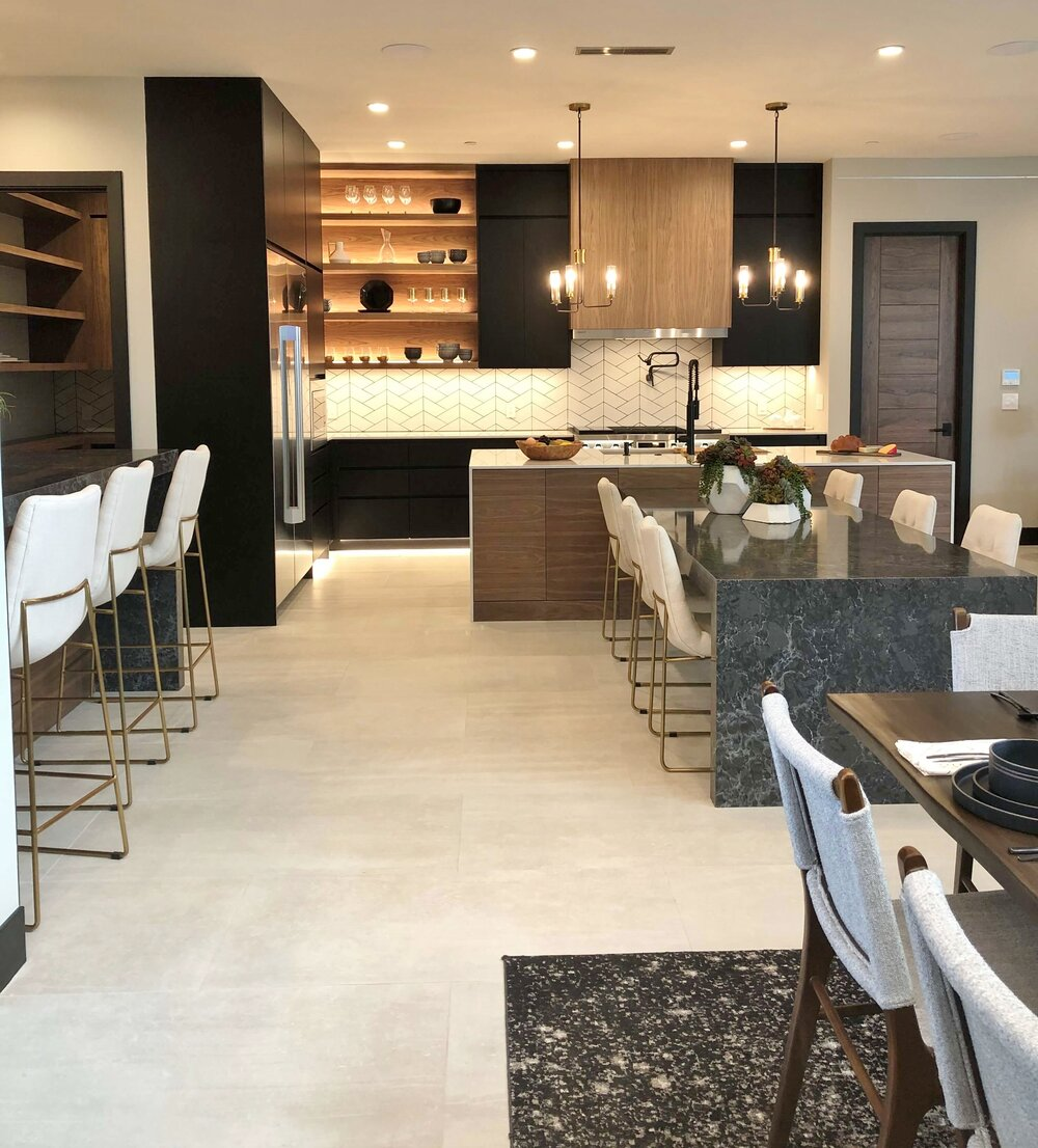 Modern kitchen with lots of space for entertaining in The New American Remodel TNAR | #remodeling #remodel #kitchenideas #kitchendesign
