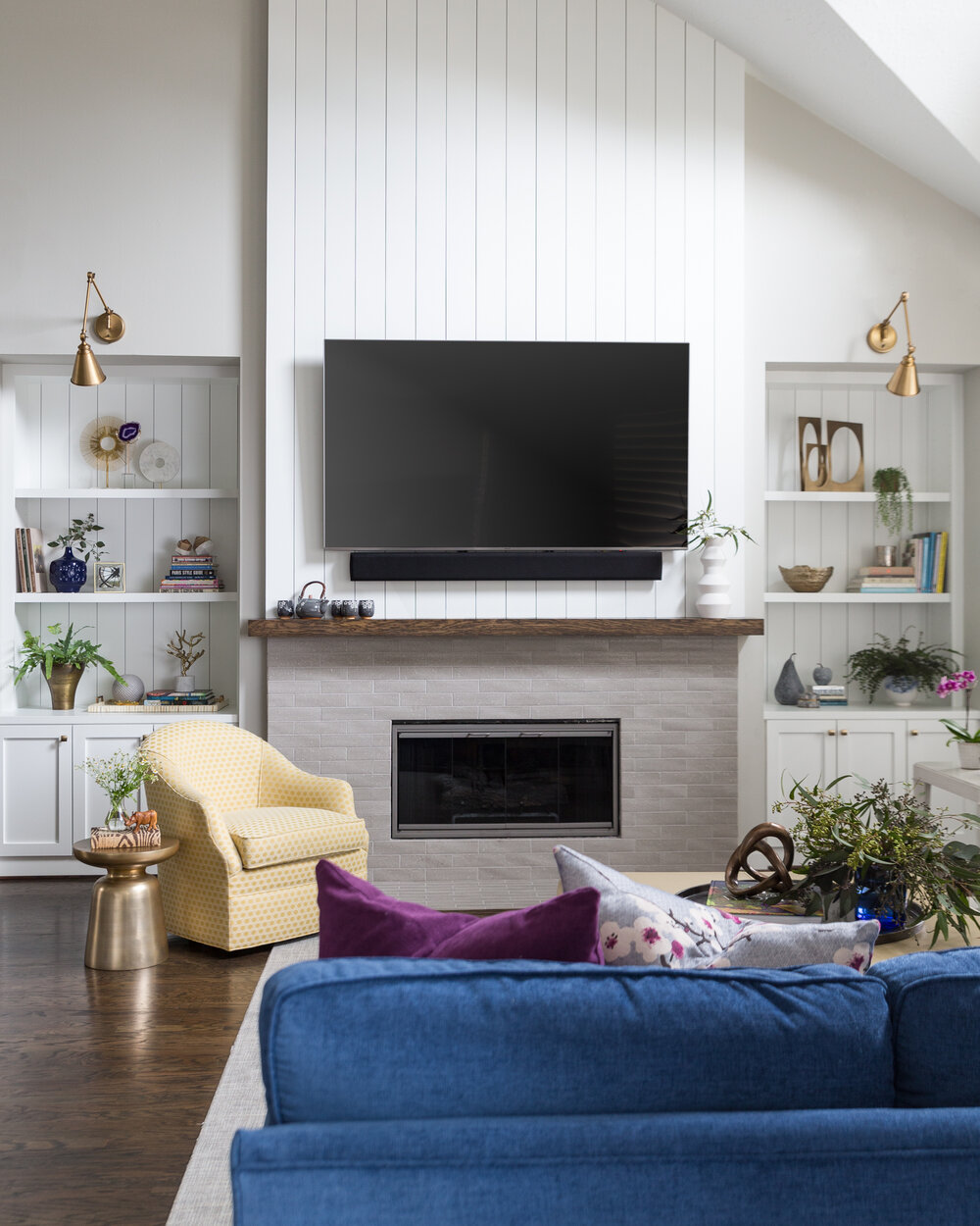 Mantel When You Have A Tv Above, How To Decorate Fireplace With Tv Over Mantel