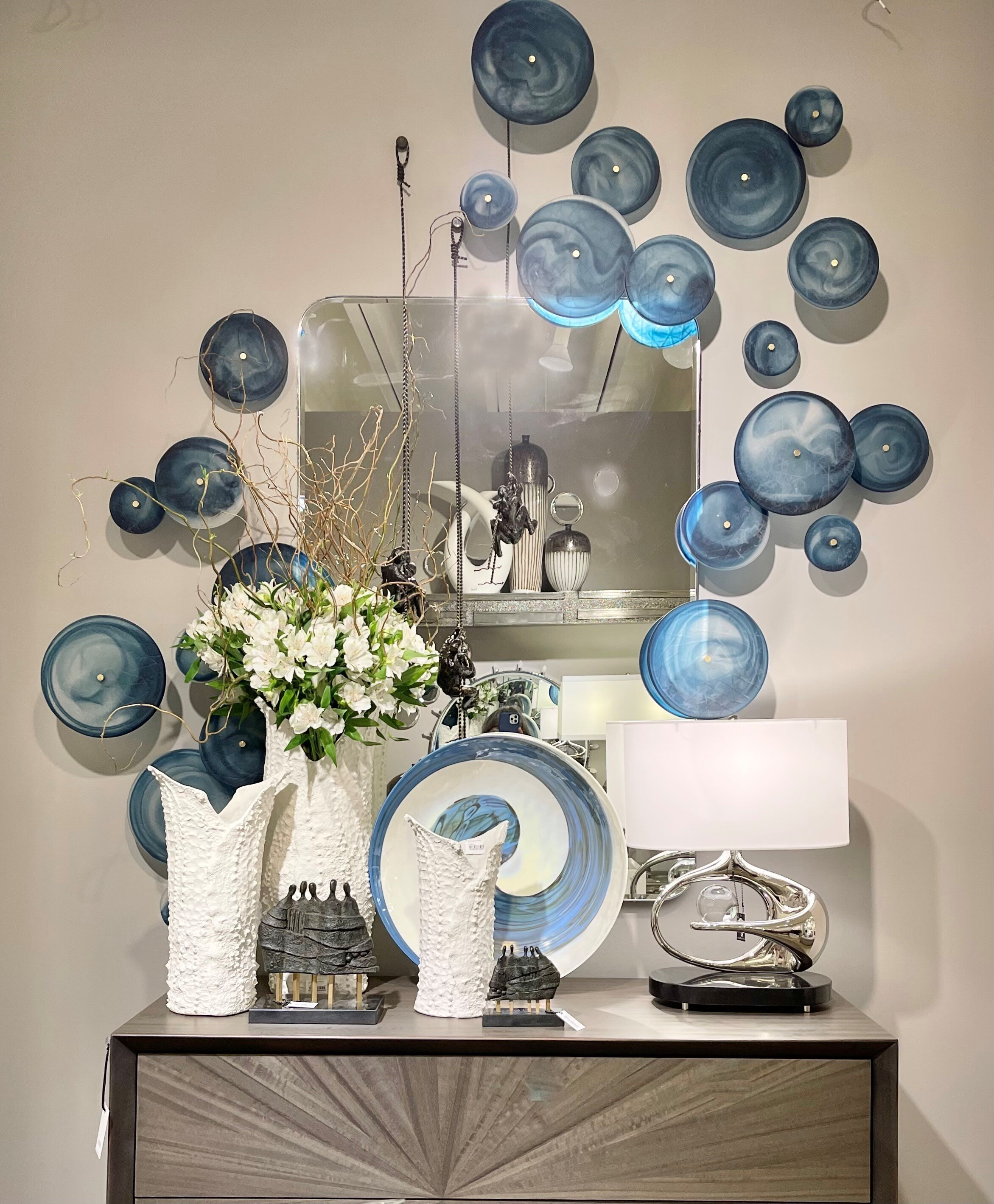 A Lesson In Wall Decor From Dallas Market Showrooms ...