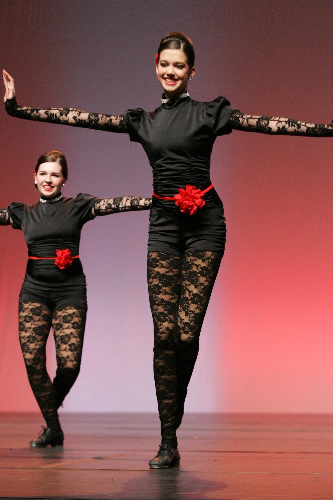 """2013 - """"Bleeding Love"""" from Arabesque School of Dance"""
