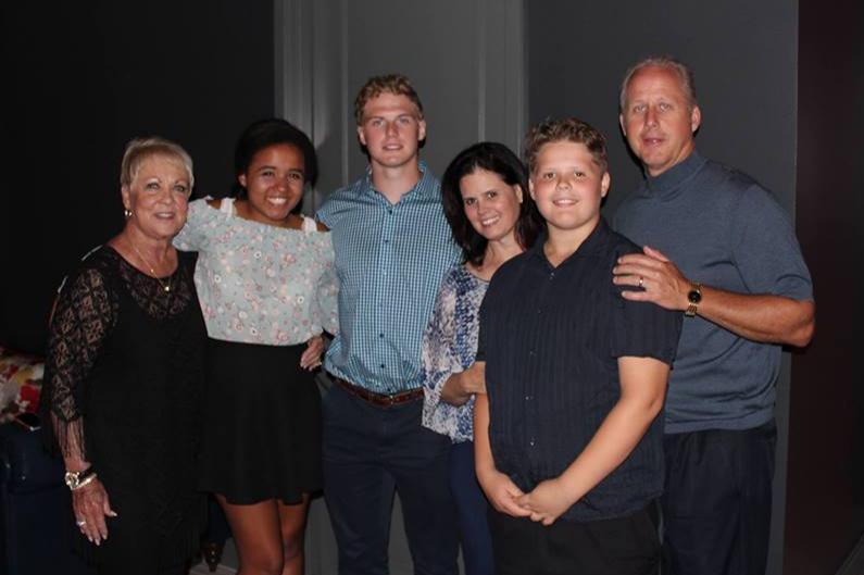 Grandma (a.k.a. Gaga Ruthie), Peyton, Dylan, LIsa, Greyson & Roger Saline