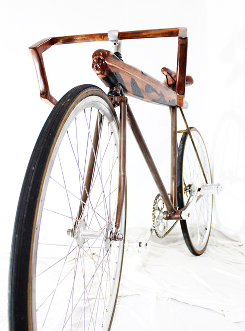 A custom built bike made by Beto Janz.