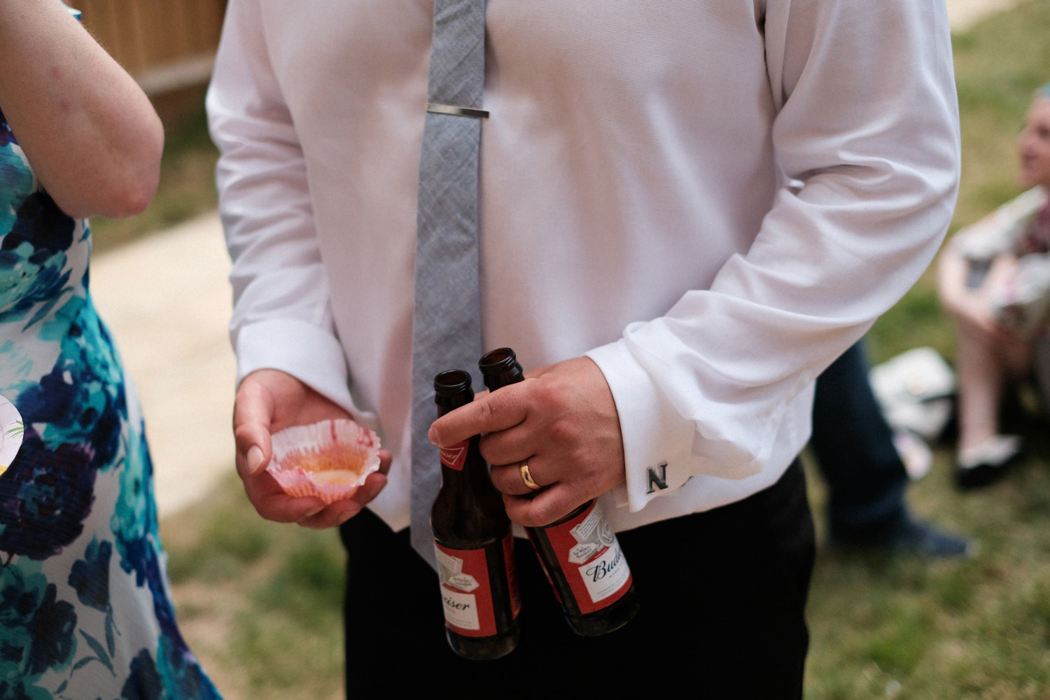 059-detail-photo-of-cufflinks-carrying-beer.jpg