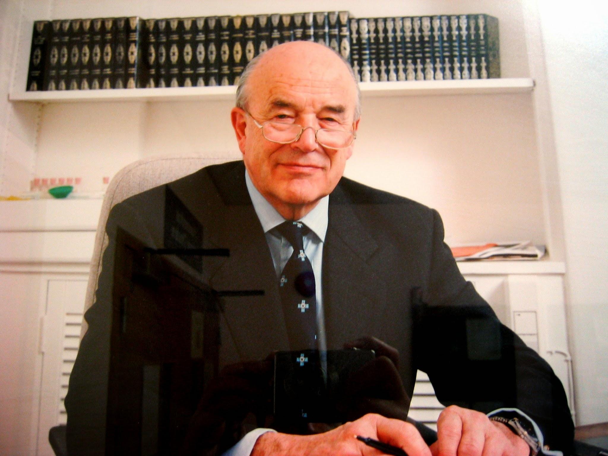 """Prof. Robert Ling - Médico Ortopedista especialista em quadril que Inventou o implante """"Exeter Hip"""""""