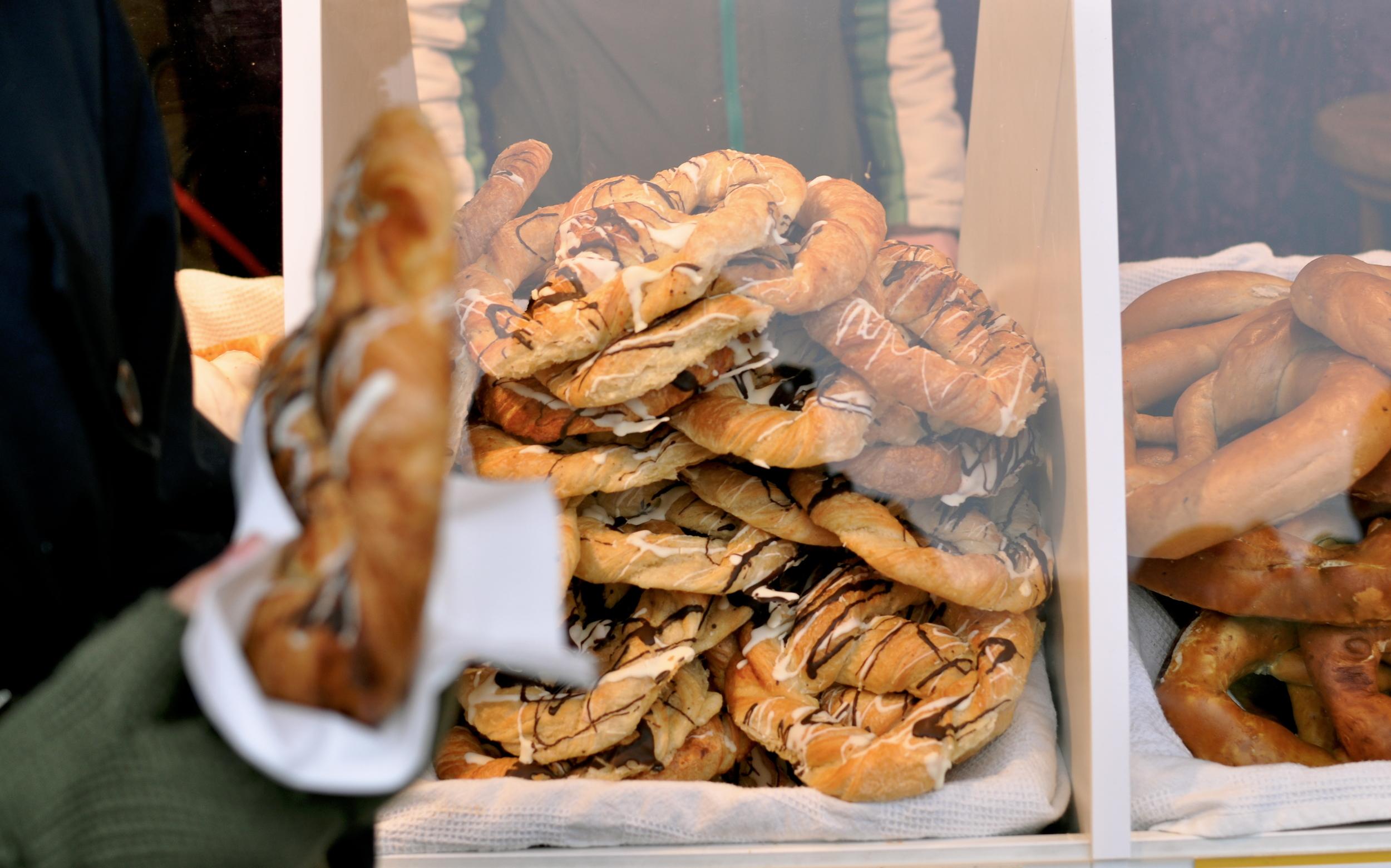 Pretzel vendors, Museum Quarter.