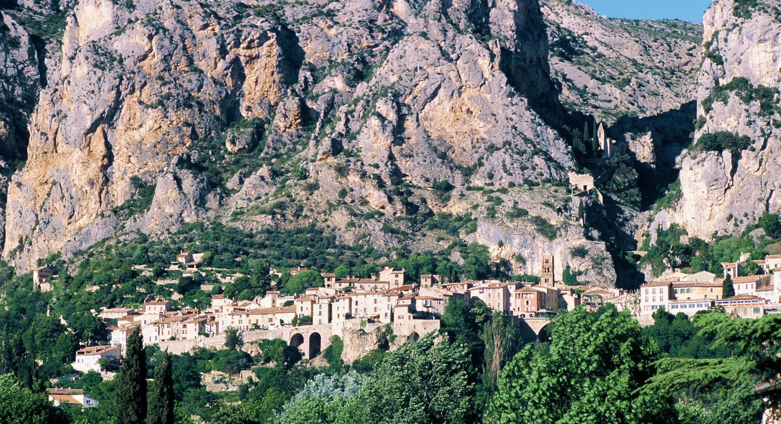 CLICK on Photo: Moustiers Sainte-Marie France 2002 (Kodachrome K-64 Slide Film)