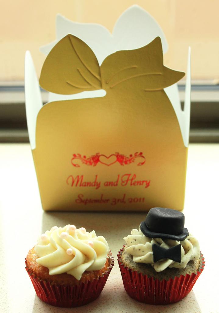 Bride & Groom Mini Cupcake - Box.jpg