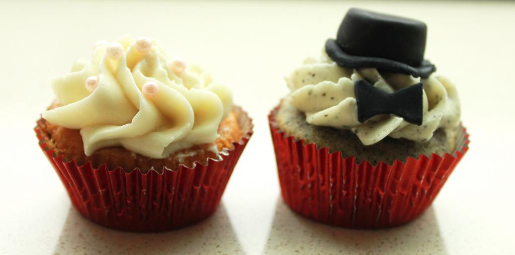 Bride & Groom Mini Cupcakes.jpg