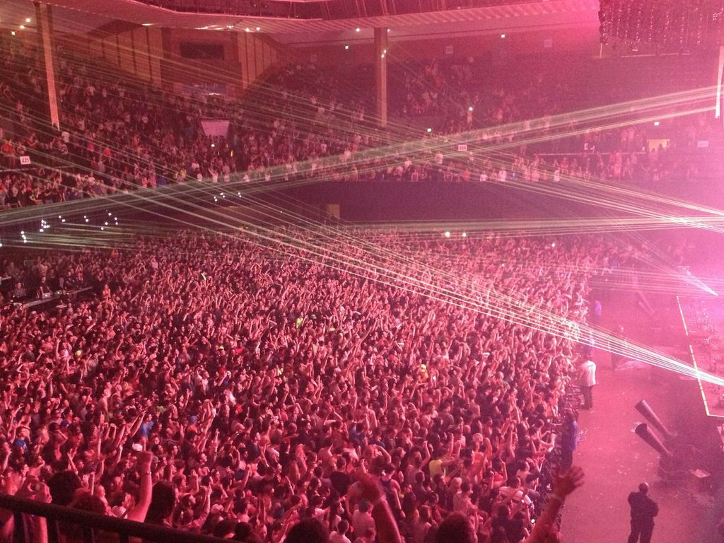 The crowd going nuts at The Bill Graham Civic Auditorium (Photo Credit:RamónCorro)