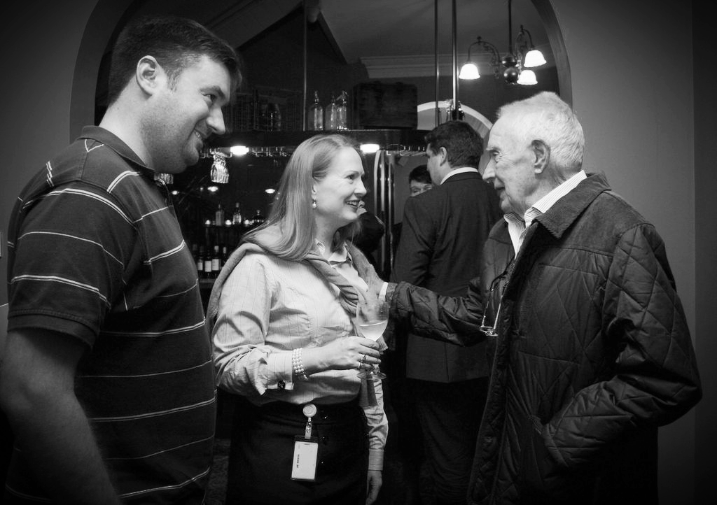 Greg and Jane Scarlett talking with Mal Grigg over drinks before the talk.