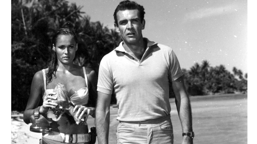 Ursula Andress Sean Connery Bond