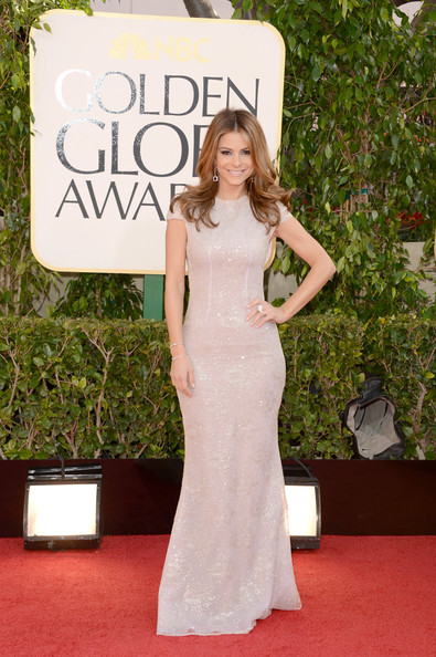 Maria Menounos this Extra Host looked stunning in this cap-sleeve floor-length number by Celia Krithariot