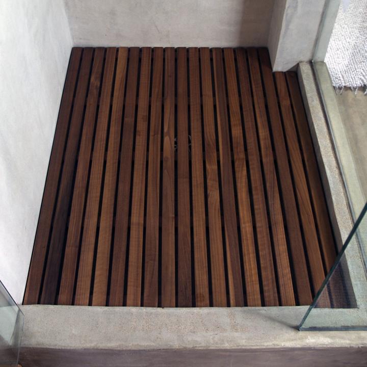Shower Mat 1.jpg