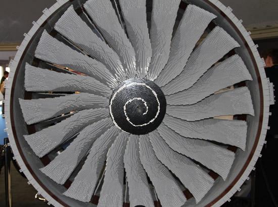 lego-rolls-royce-engine-37.jpg