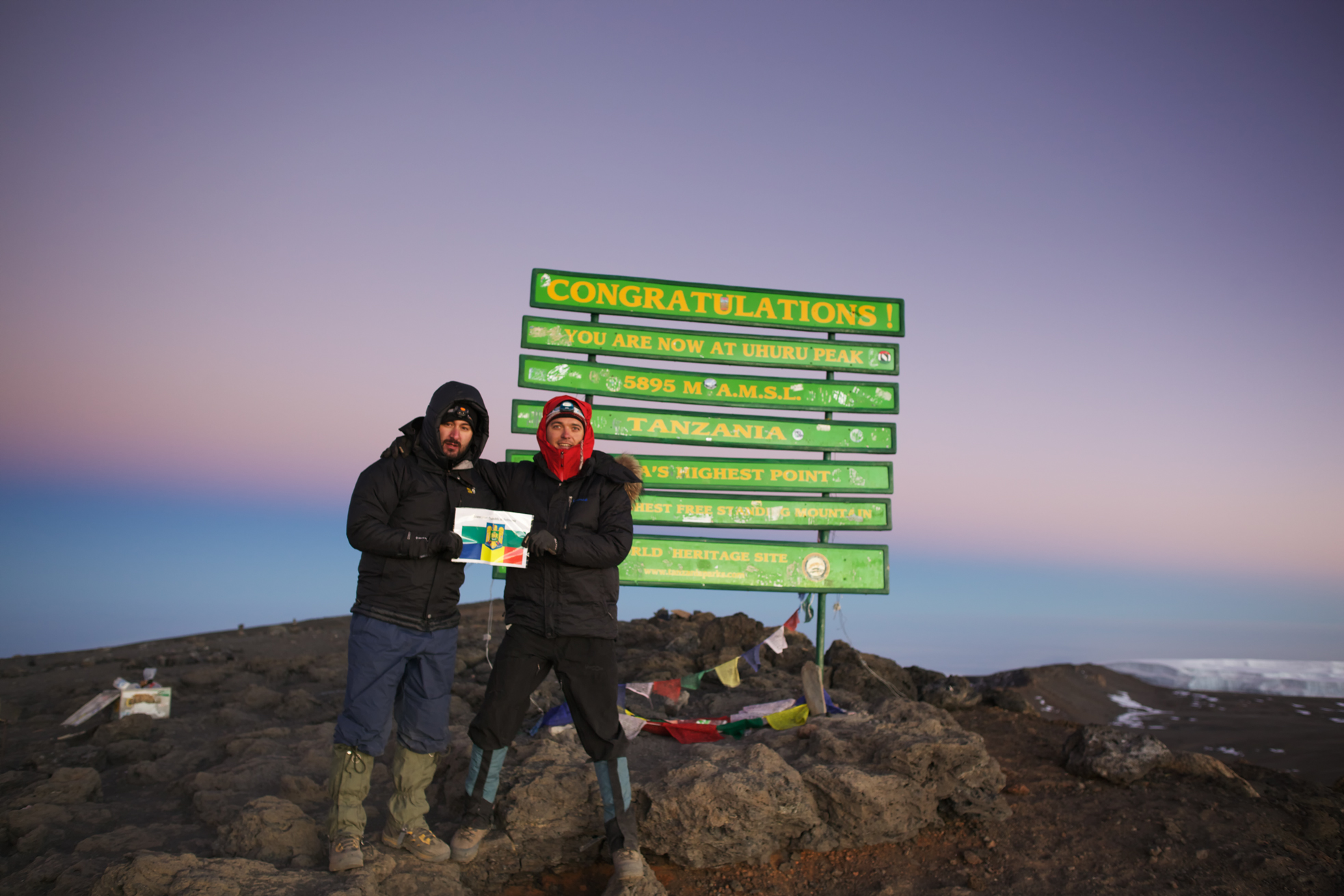 Alex & Georgi, Uhuru Peak 5985masl, Mt. Kilimanjaro (TZ)