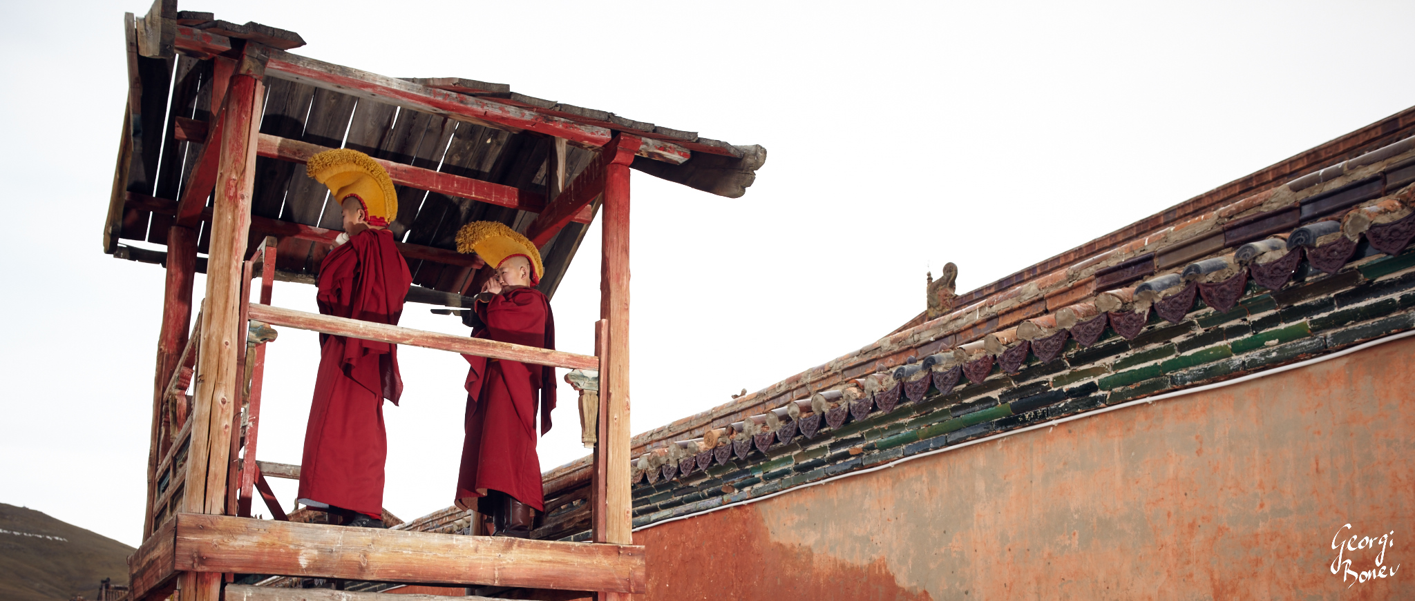 MONKS IN THE WATCHTOWER OF AMARBAYASGALANT MONASTERY, MONGOLIA