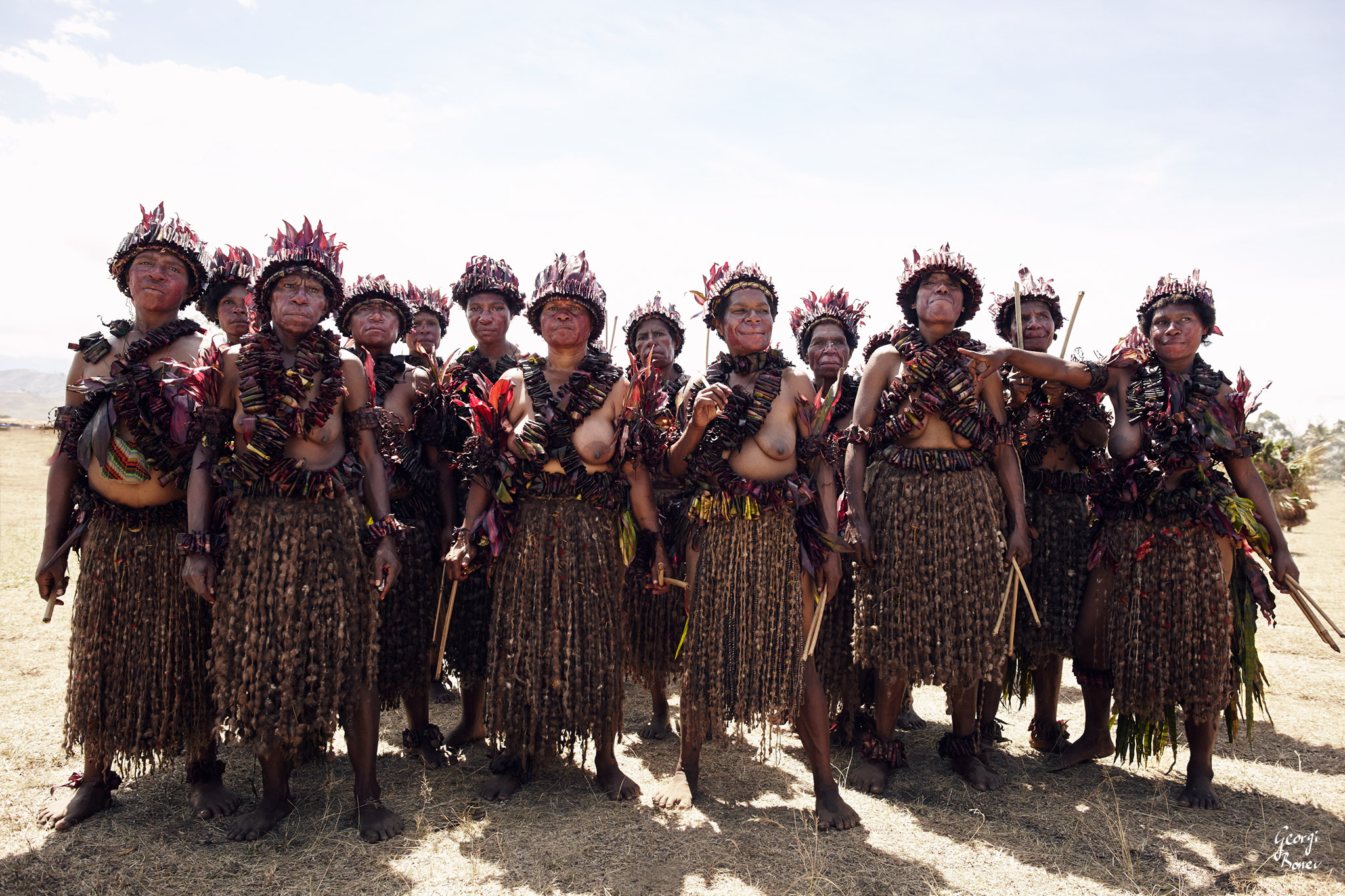 ELIMBARI WOMEN IN PAPUA NEW GUINEA