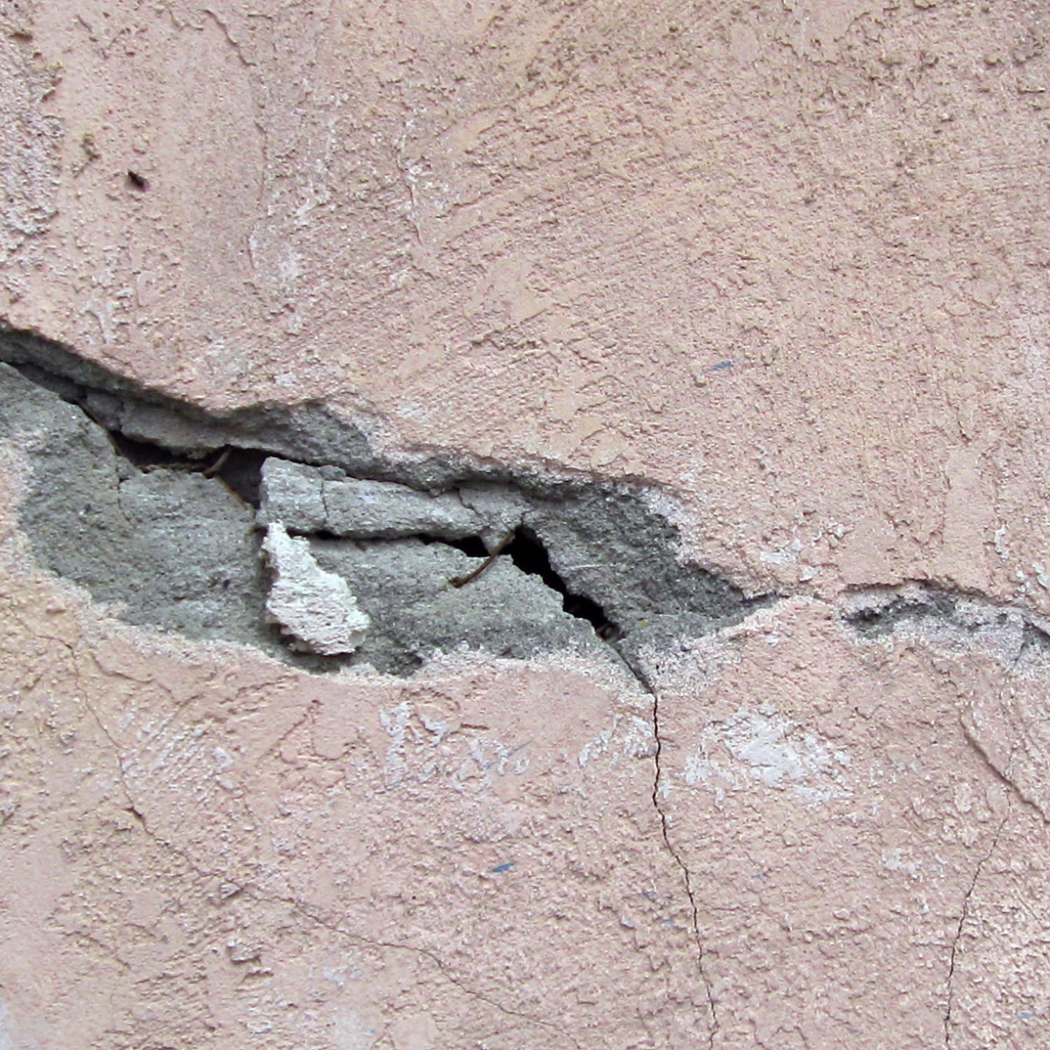 Figure 16. Impaired stucco stress fracture. Photo credit: Sherrie Thai.