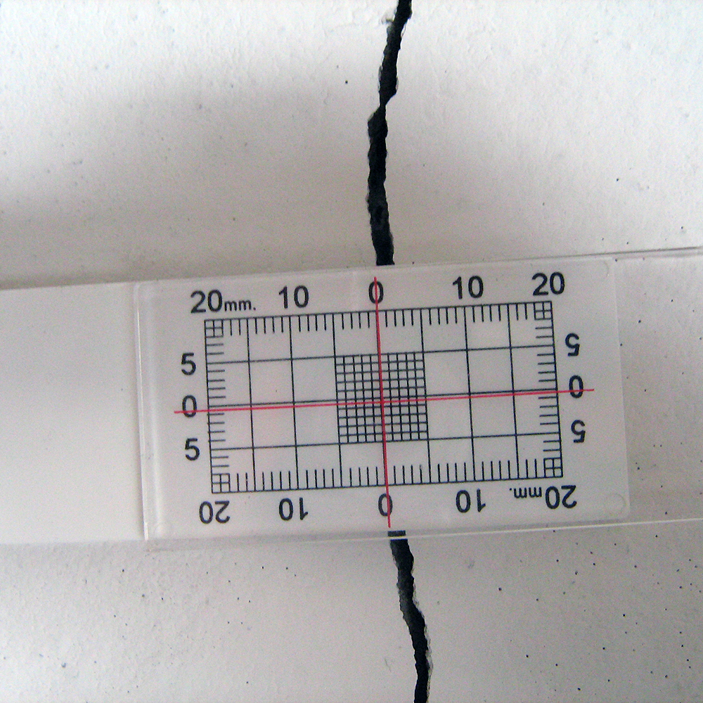 Figure 5. Close-up of Buildera  CRACKMON ® 2D Crack Monitor