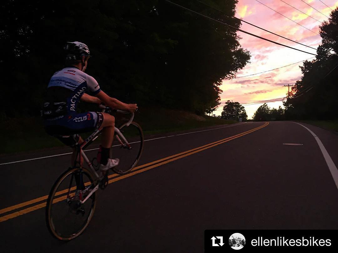 #Repost @ellenlikesbikes  ・・・  Chasing sunsets with @iamscottsmith 🌄 #RideBiker #happyracersgofaster #focusbikesmoments #wheelie #cyclocross  http://ift.tt/2ad8ZMS