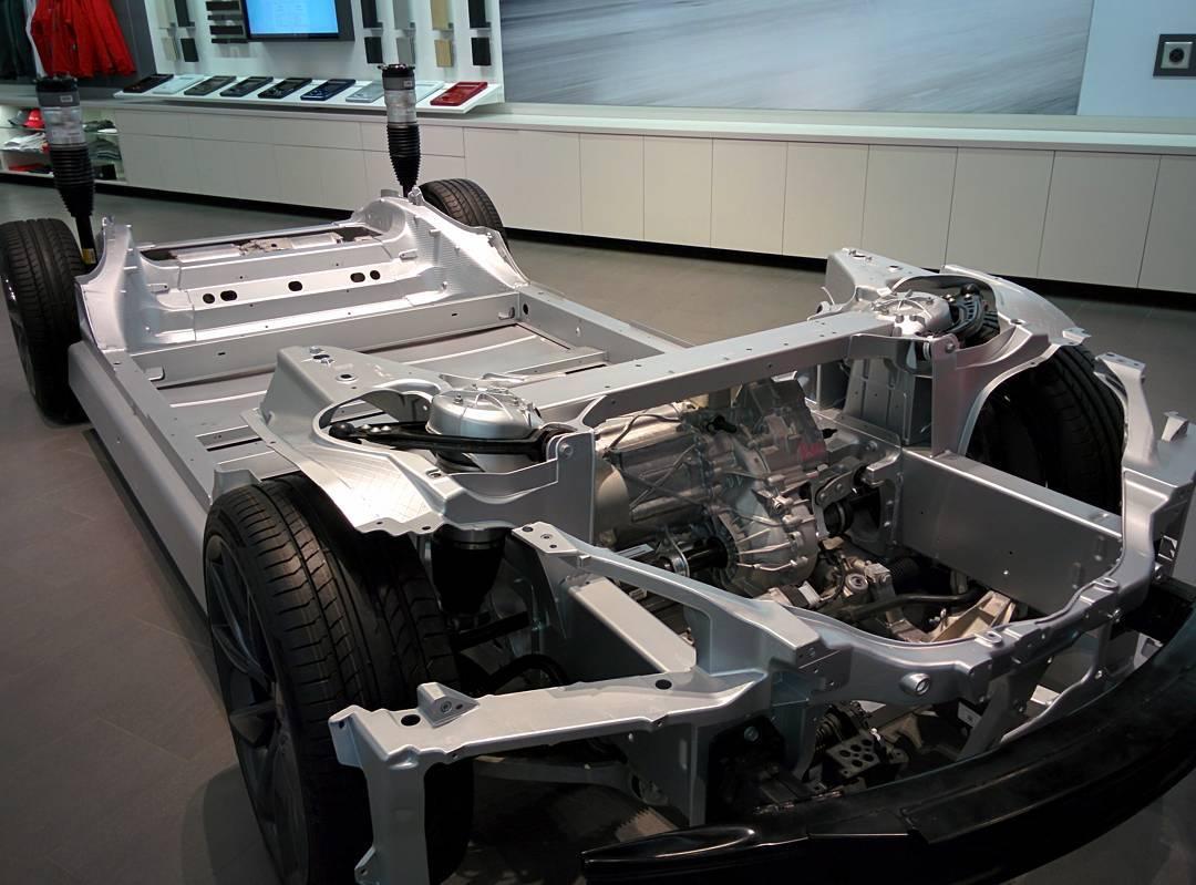 bilalm :     The chassis #teslamotors #tesla