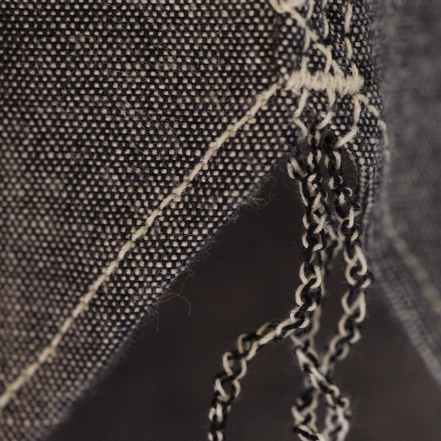 berkeleysupply :     Chain stitch run-off on the new @rogueterritory traveler shirt